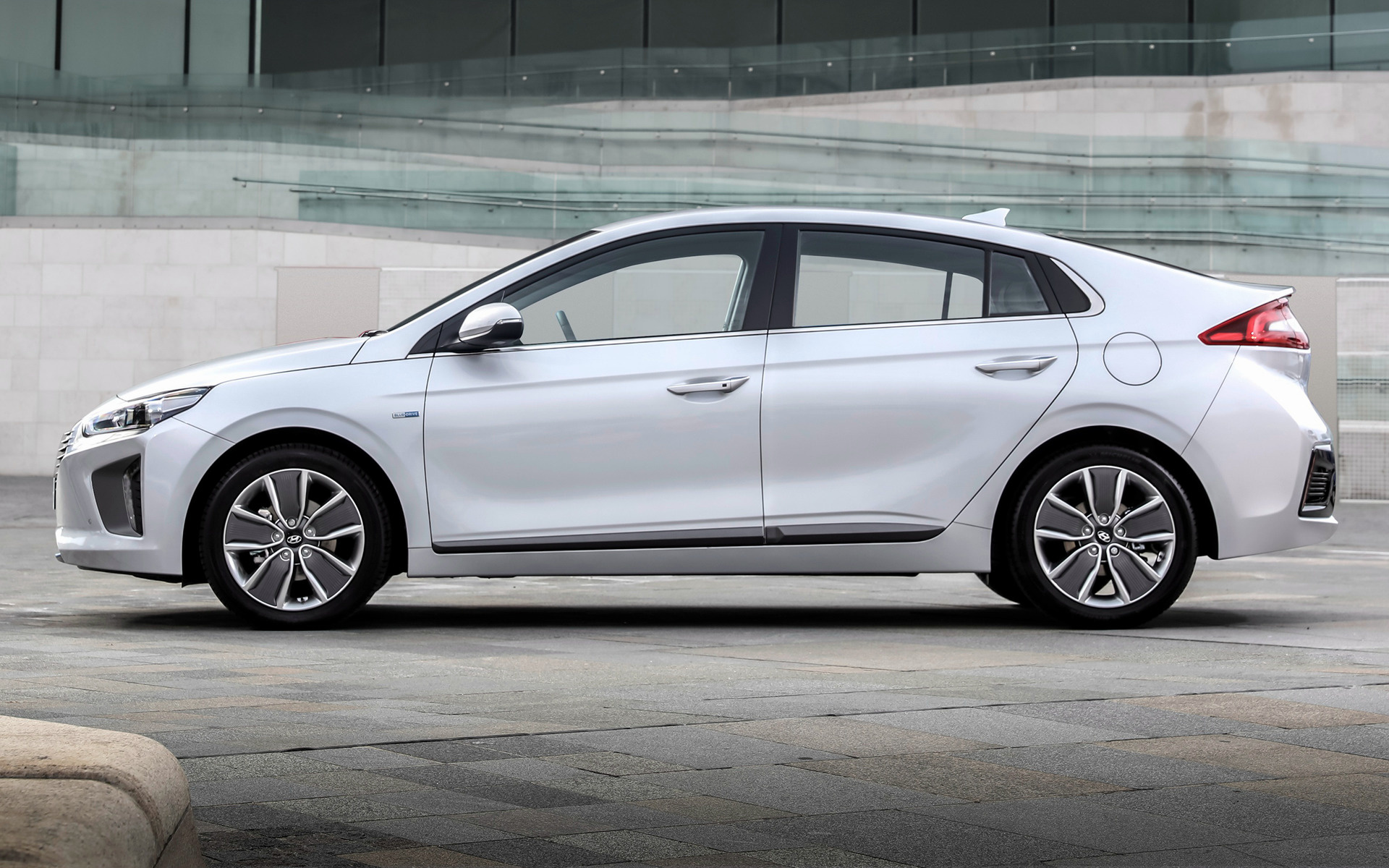 Ws 8 5 Hyundai Ioniq Hybrid 2016