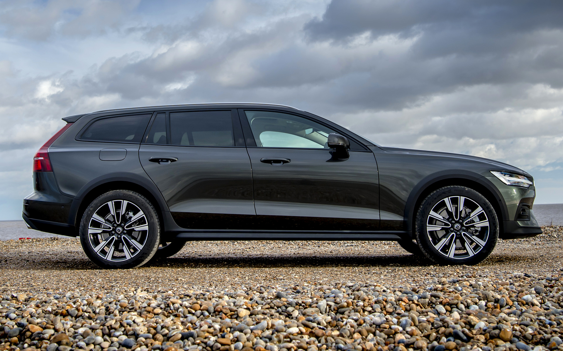 2019 Volvo V60 Cross Country Uk Wallpapers And Hd