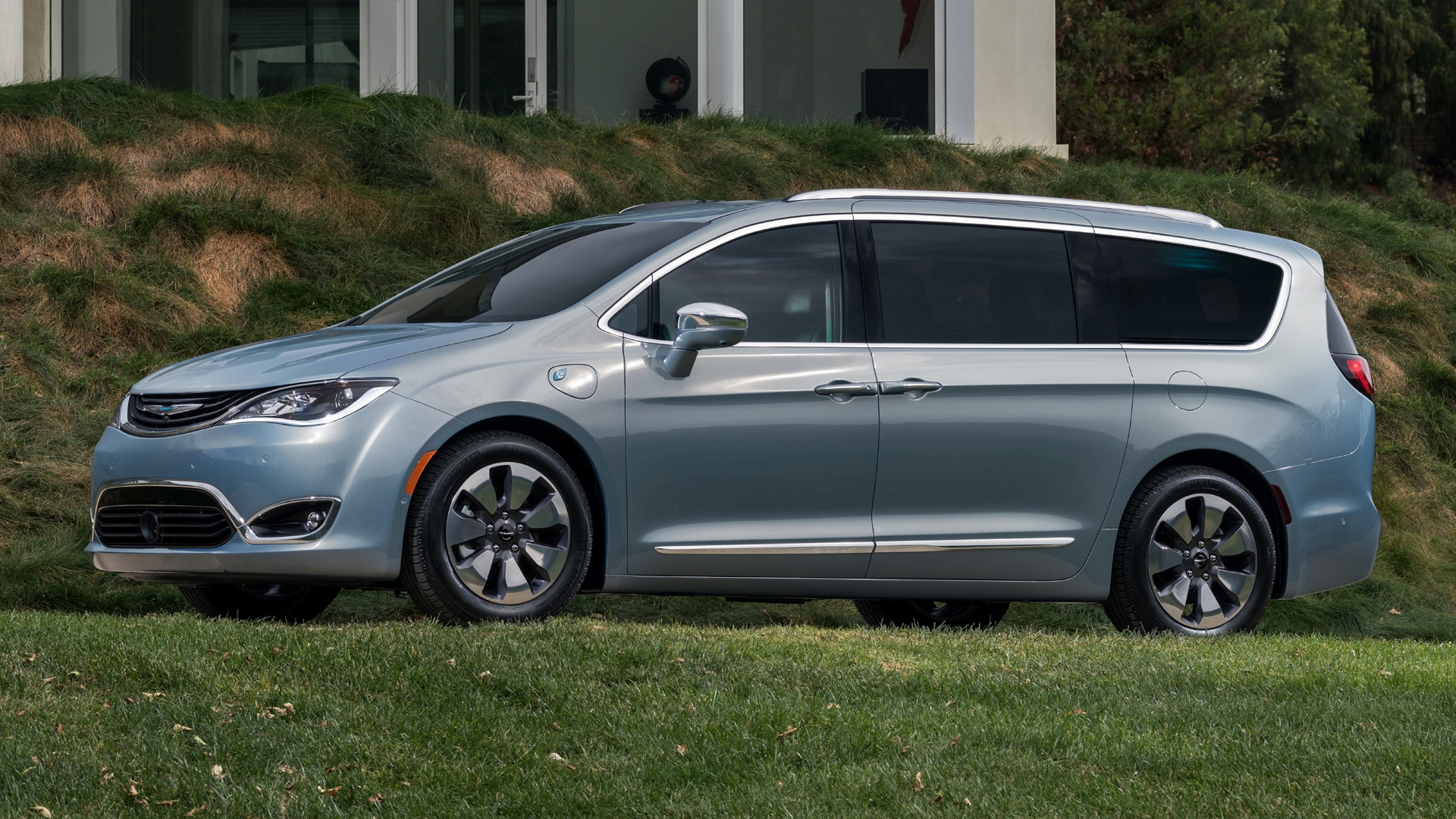 2017 chrysler pacifica hybrid wallpapers and hd images. Black Bedroom Furniture Sets. Home Design Ideas