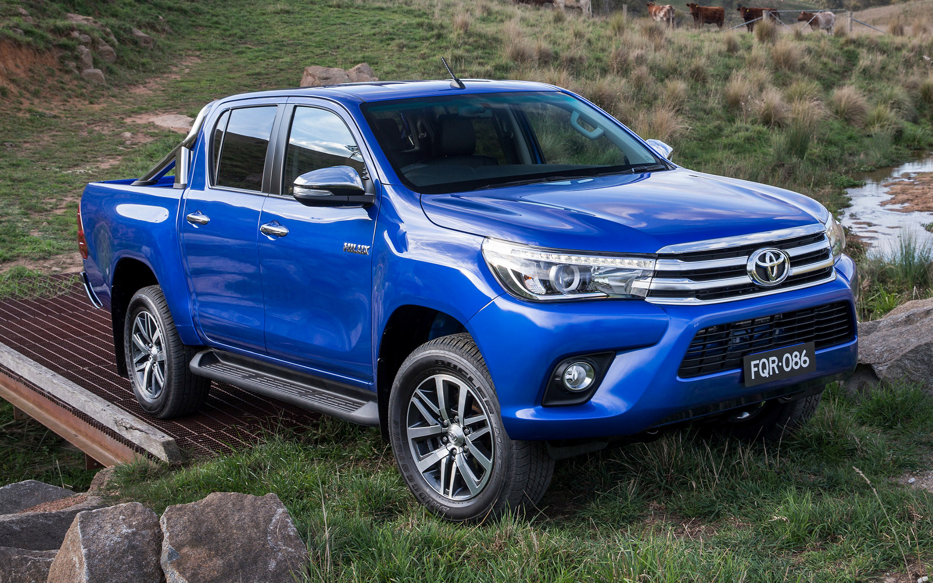 Toyota hilux sr5 double cab 2015 au wallpapers and hd images car wide 85 toyota hilux swarovskicordoba Choice Image