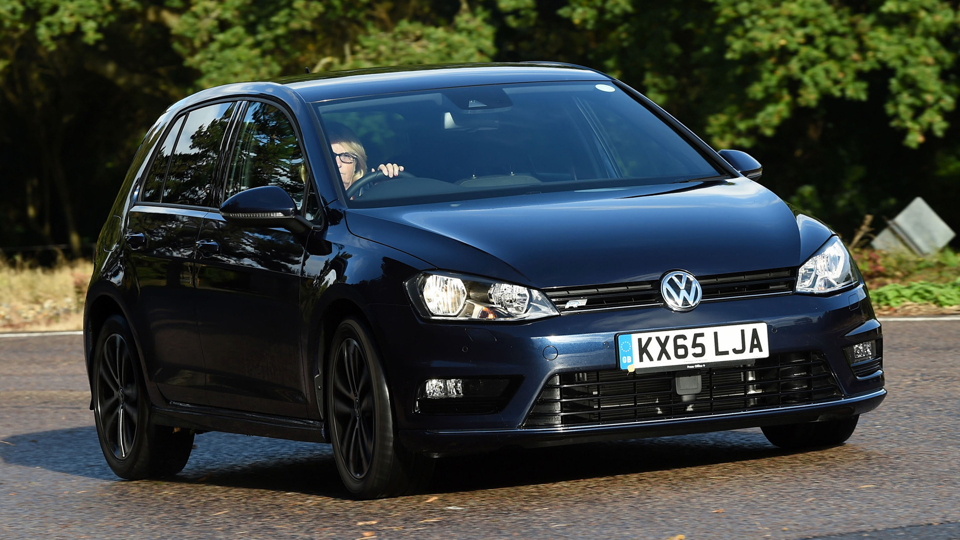 volkswagen golf r line 5 door 2013 uk wallpapers and hd images car pixel. Black Bedroom Furniture Sets. Home Design Ideas
