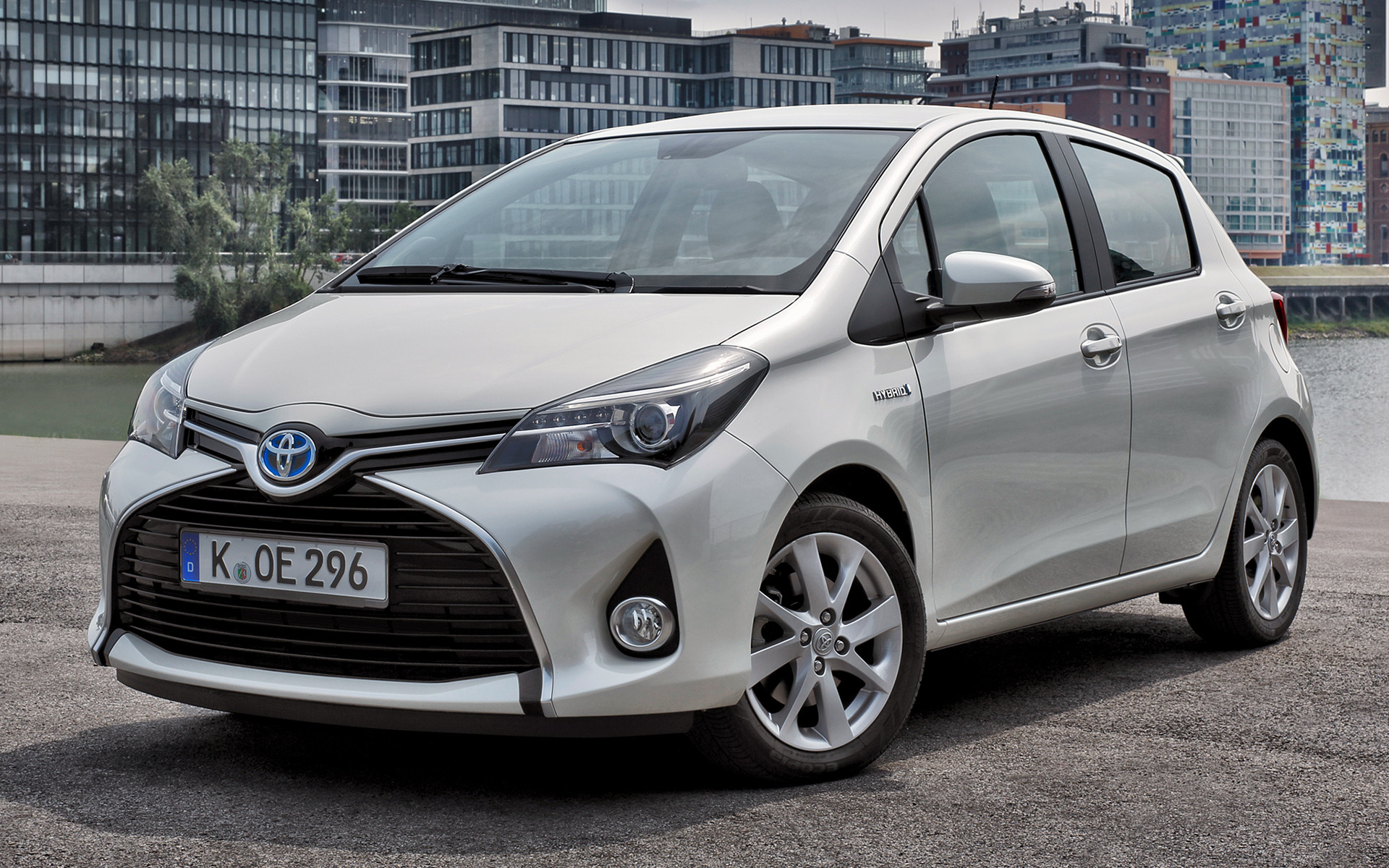 2014 toyota yaris hybrid wallpapers and hd images car. Black Bedroom Furniture Sets. Home Design Ideas