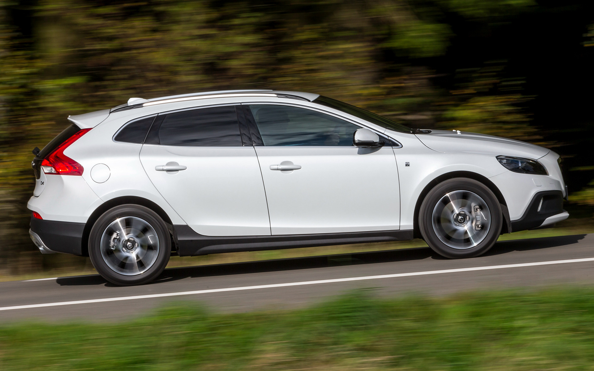 Volvo V40 Cross Country Ocean Race Special Edition Rear Three Quarters together with 2013 Volvo V40 R Design Hatchback Interior Euro Spec Photo 475715 furthermore V40xc 2015 moreover Volvo Xc 60 RZCATSFR312899175 besides 2015 Volvo XC90 1. on 2015 volvo xc60 ocean race edition