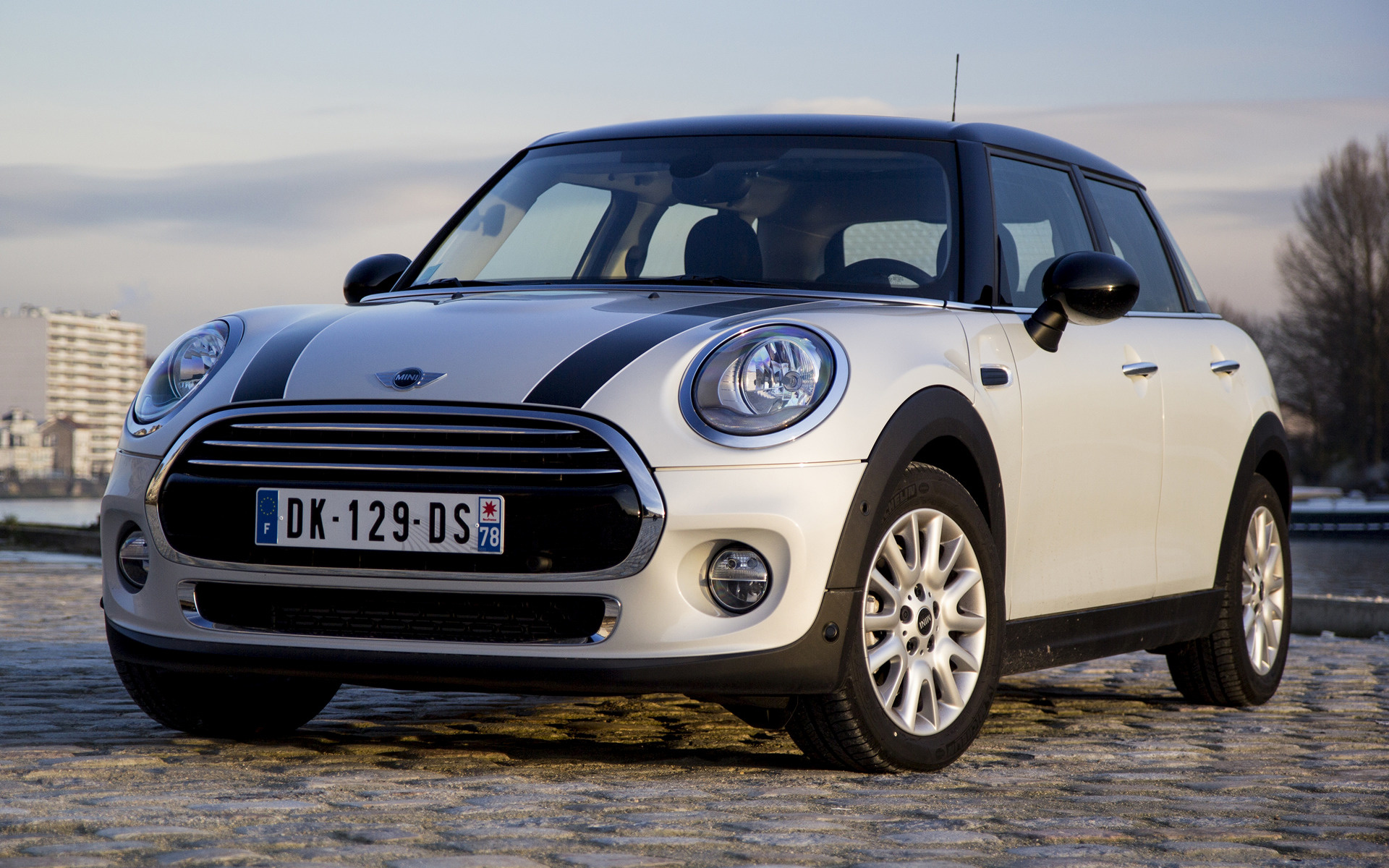 mini cooper 5 door 2014 wallpapers and hd images car pixel. Black Bedroom Furniture Sets. Home Design Ideas