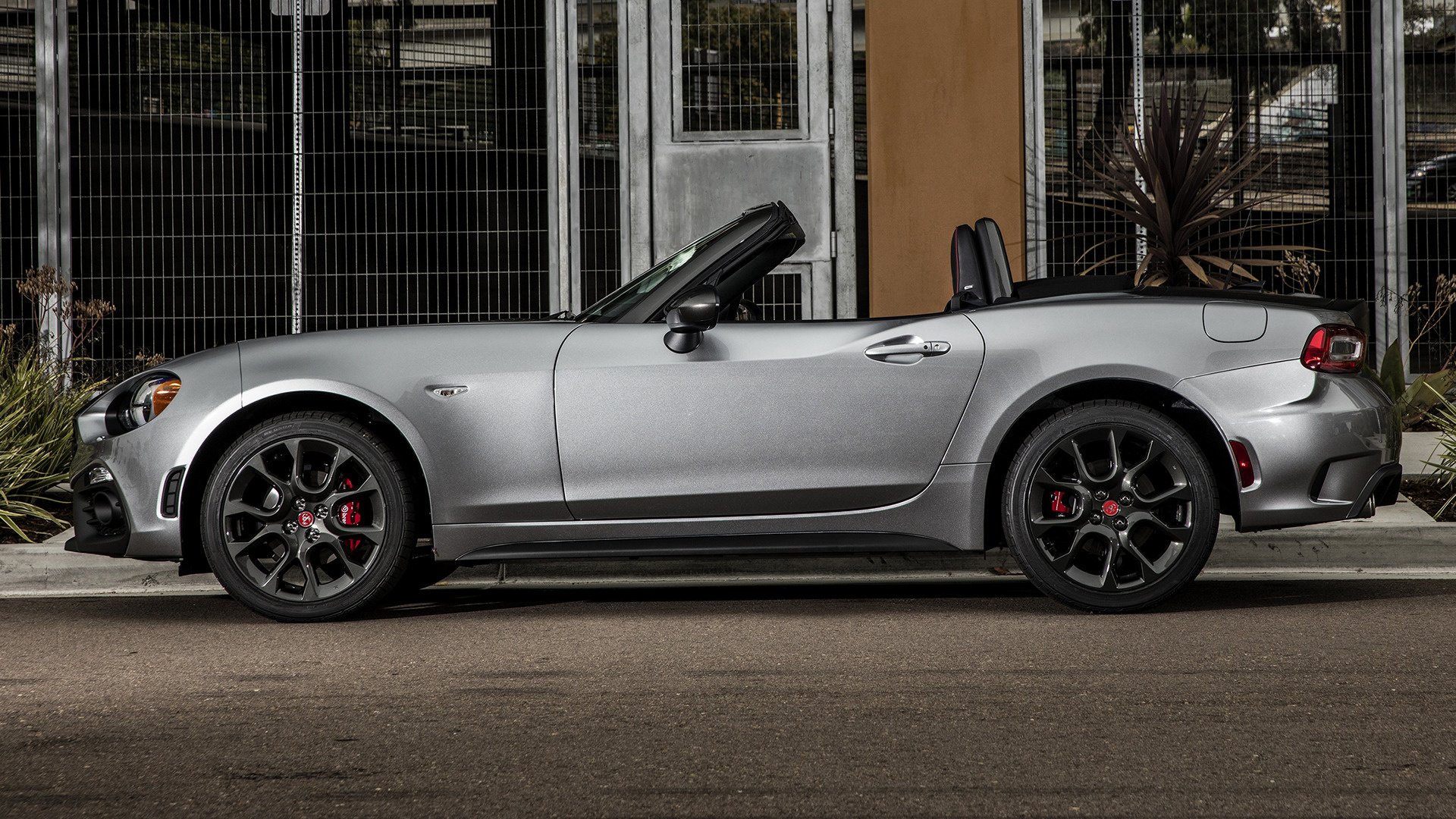 2017 Dodge Ram >> 2017 Fiat 124 Spider Abarth (US) - Wallpapers and HD Images | Car Pixel
