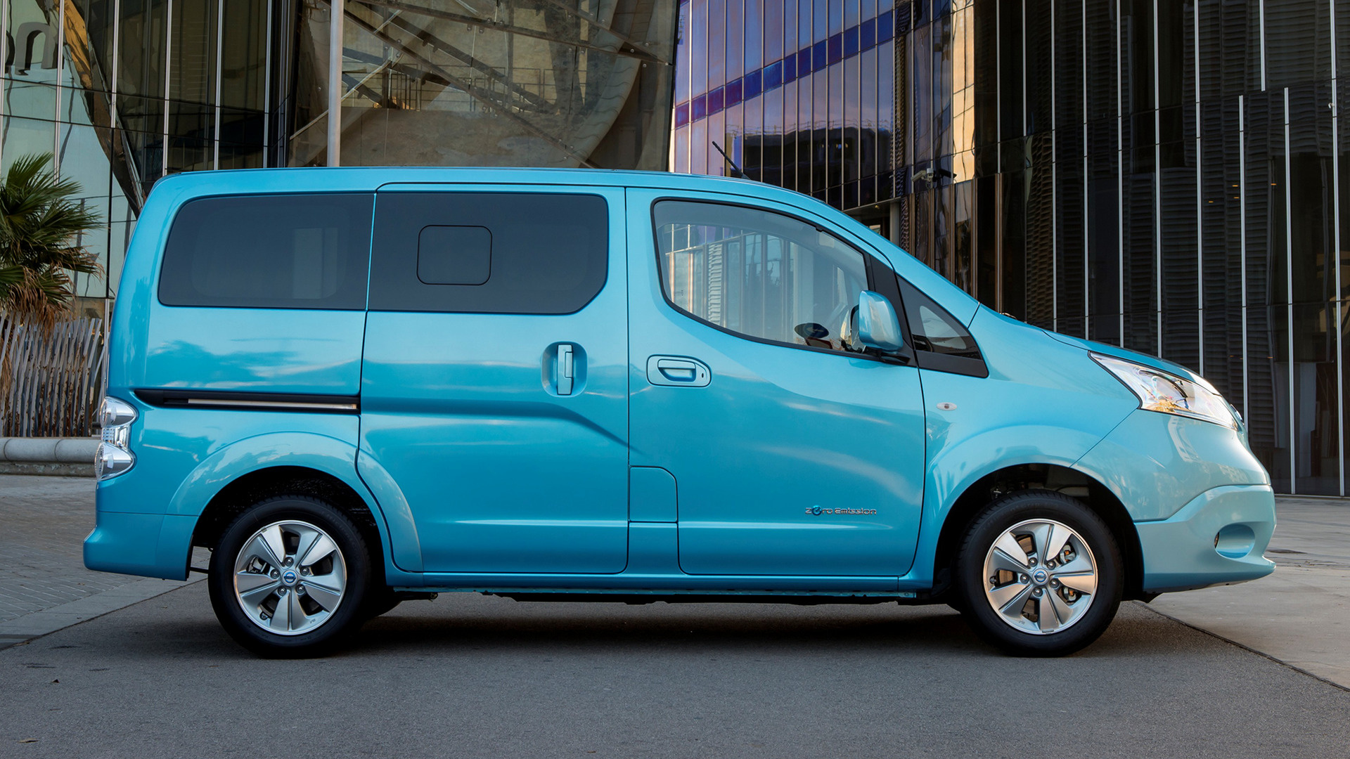 2014 nissan e nv200 evalia wallpapers and hd images. Black Bedroom Furniture Sets. Home Design Ideas