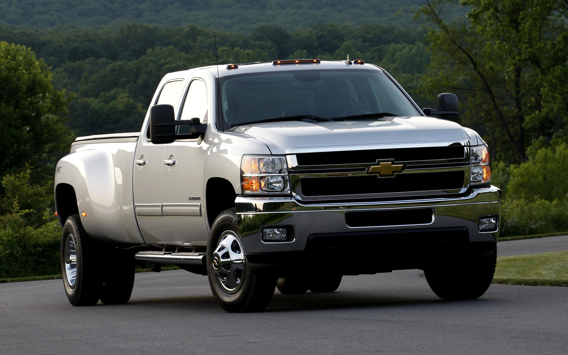 2010 Chevrolet Silverado 3500 HD Crew Cab - Wallpapers and HD Images | Car Pixel