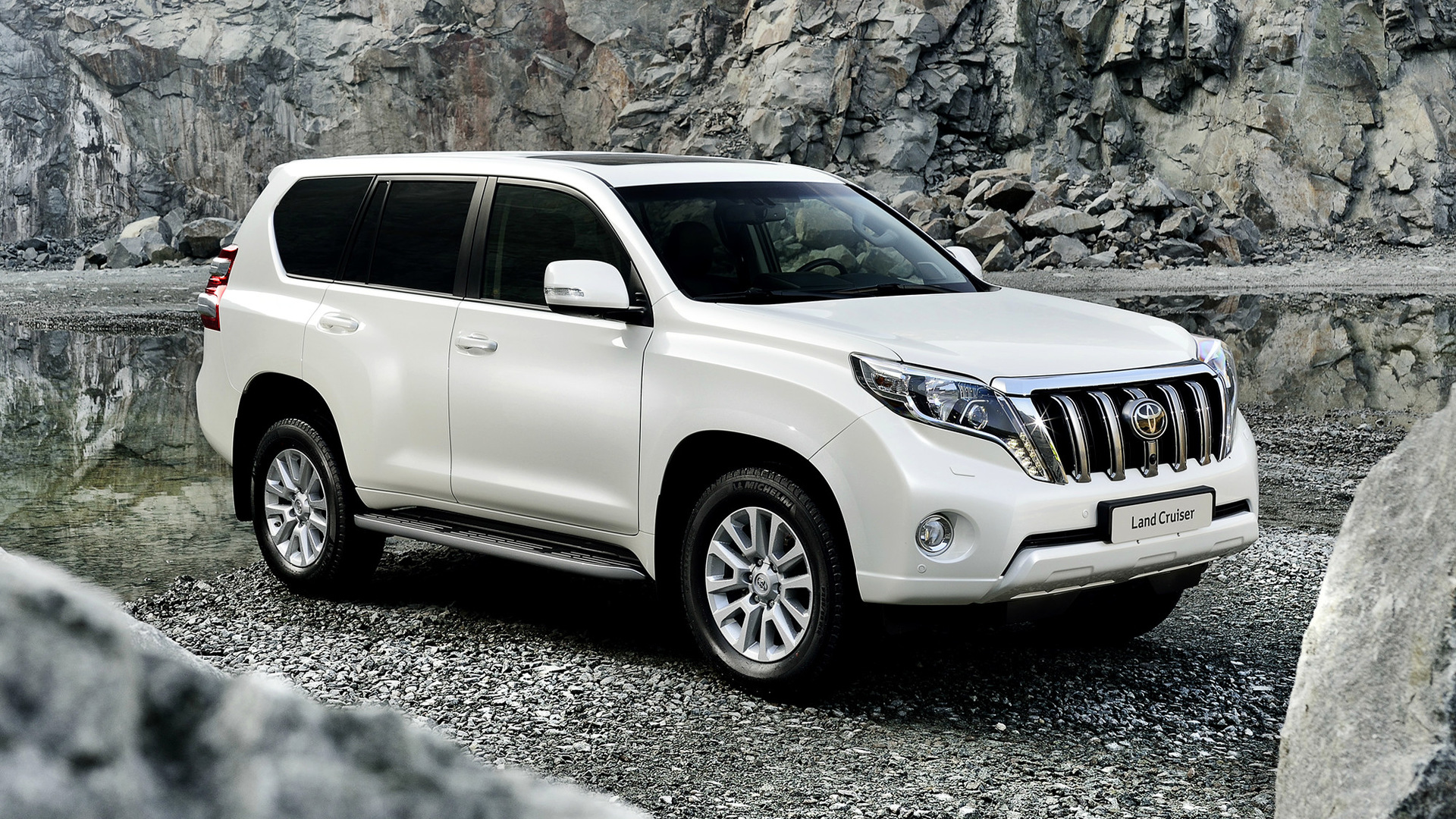 2013 Toyota Land Cruiser Wallpapers And Hd Images Car