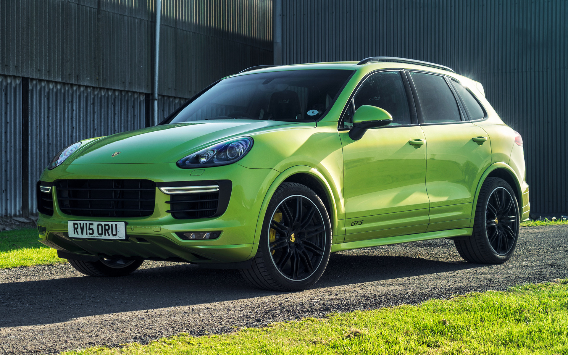 2015 porsche cayenne gts uk wallpapers and hd images. Black Bedroom Furniture Sets. Home Design Ideas