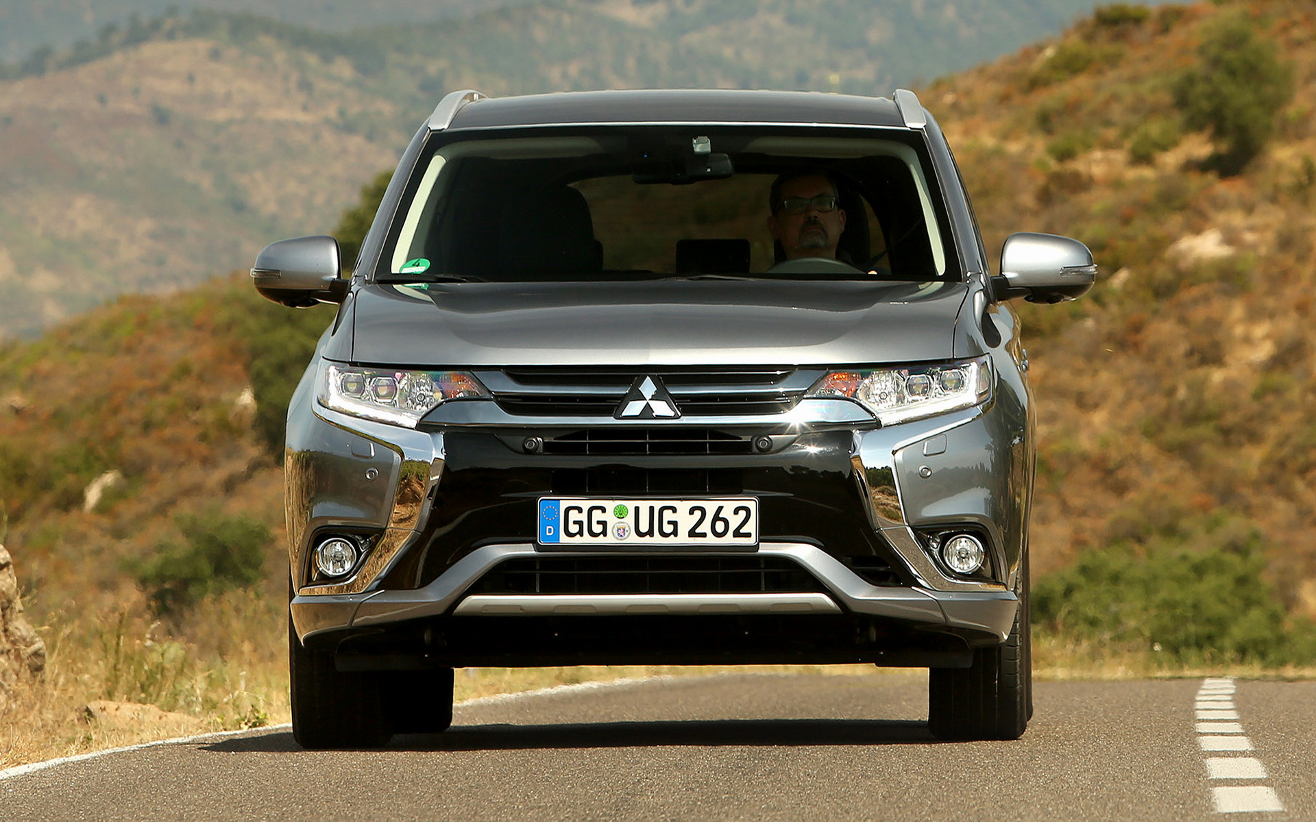 Mitsubishi Outlander PHEV (2015) Wallpapers and HD Images - Car Pixel