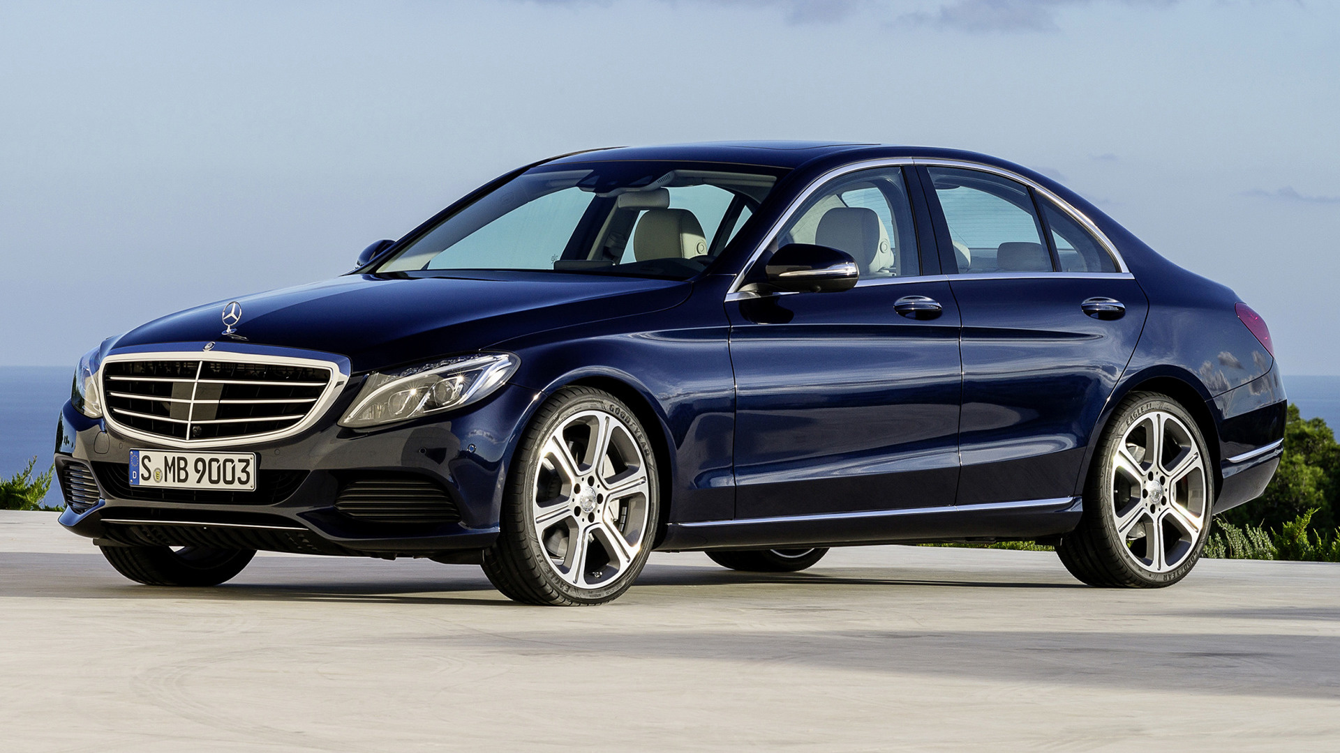 Mercedes benz c class hybrid with classic grille 2014 for Mercedes benz c class hybrid