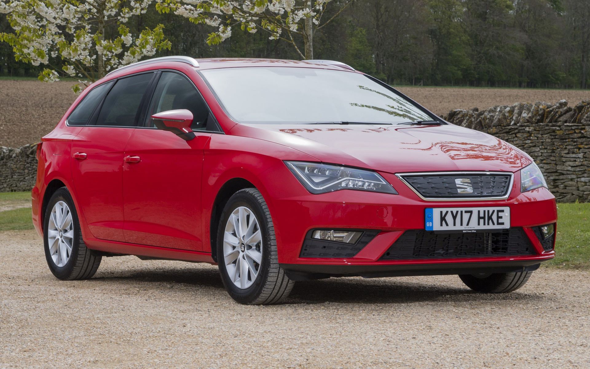 seat leon st 2017 uk wallpapers and hd images car pixel. Black Bedroom Furniture Sets. Home Design Ideas