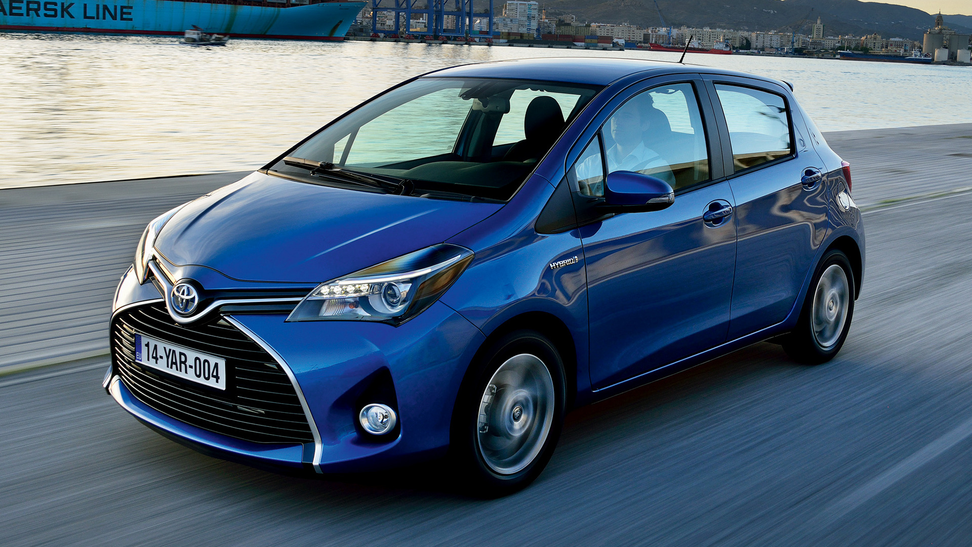 toyota yaris hybrid 2014 wallpapers and hd images car pixel. Black Bedroom Furniture Sets. Home Design Ideas