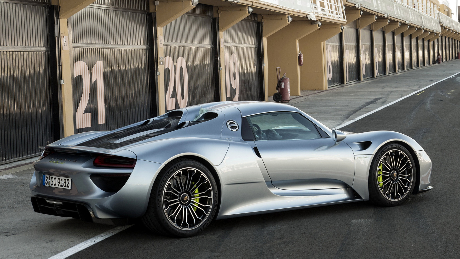 hd 169 - Porsche 918 Spyder Wallpaper