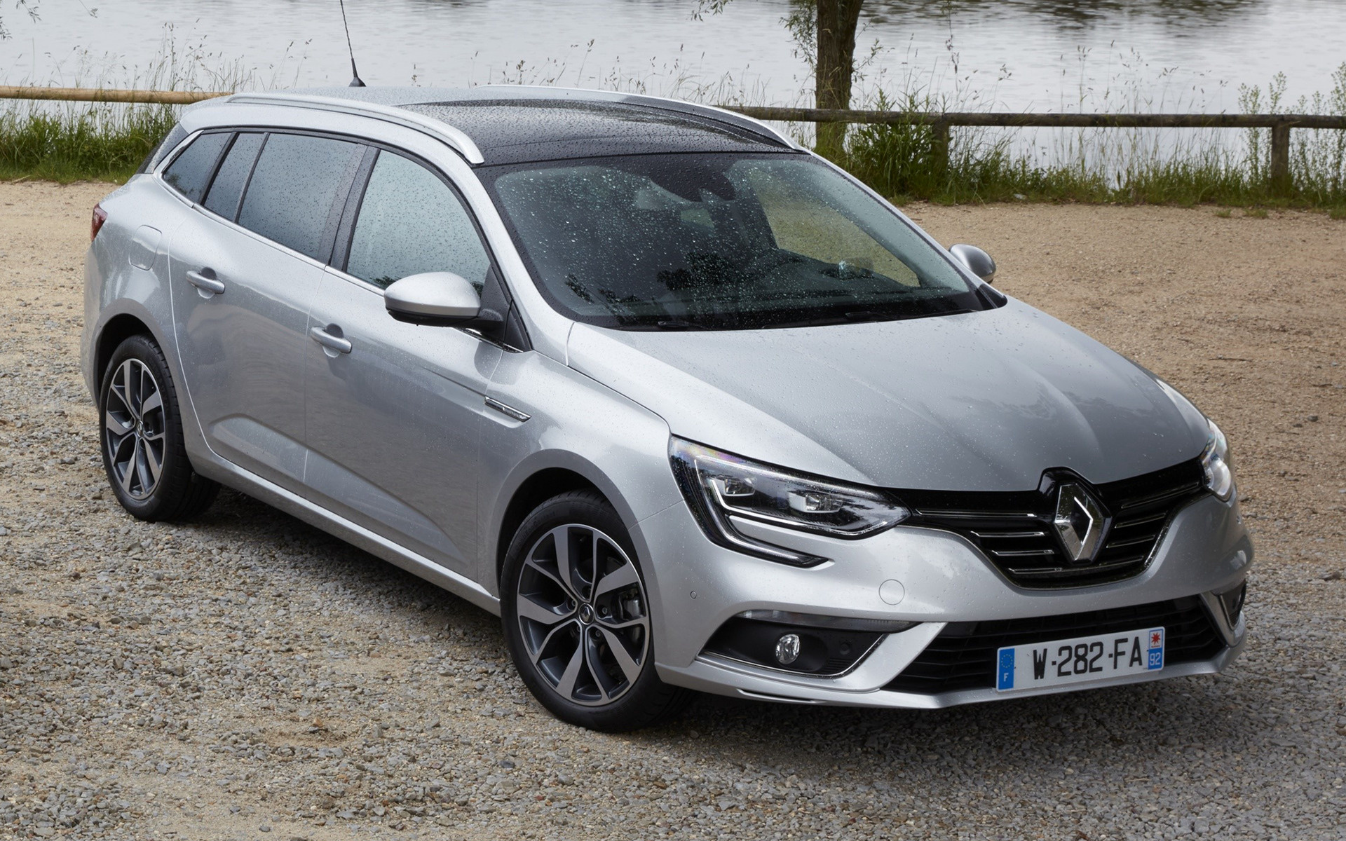 Renault Megane Estate Car Wallpaper on 2015 Dodge Sedan
