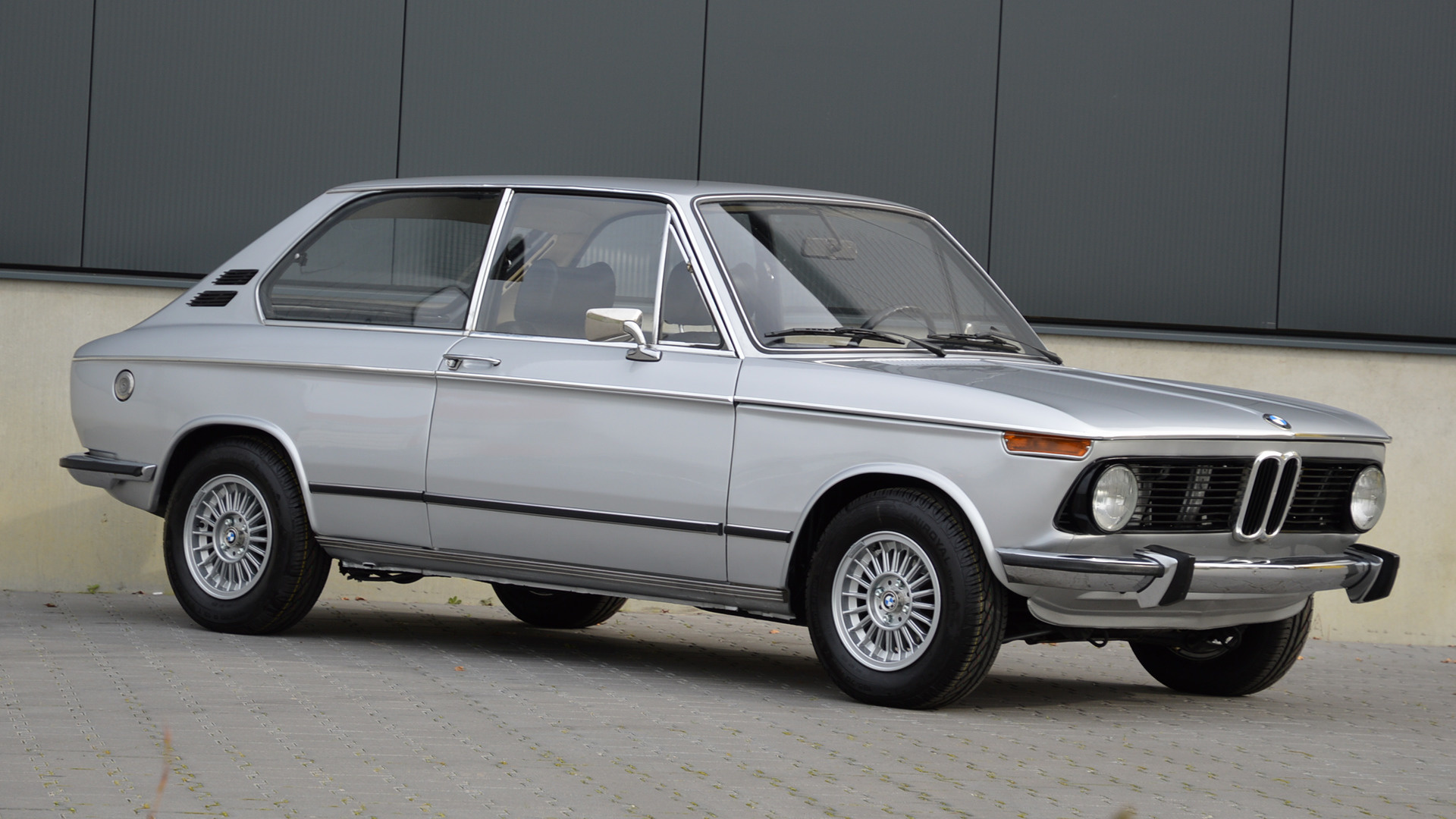 1973 bmw 2002 tii touring wallpapers and hd images car. Black Bedroom Furniture Sets. Home Design Ideas