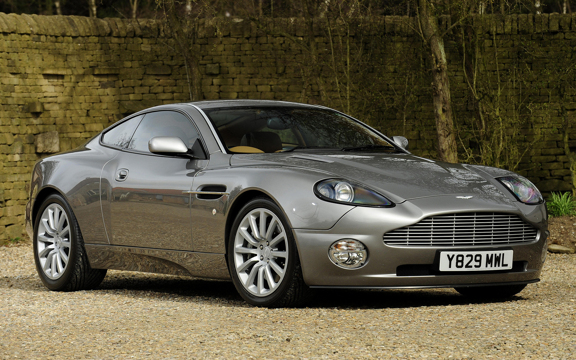 Aston Martin V12 Vanquish (2001) UK Wallpapers and HD Images - Car