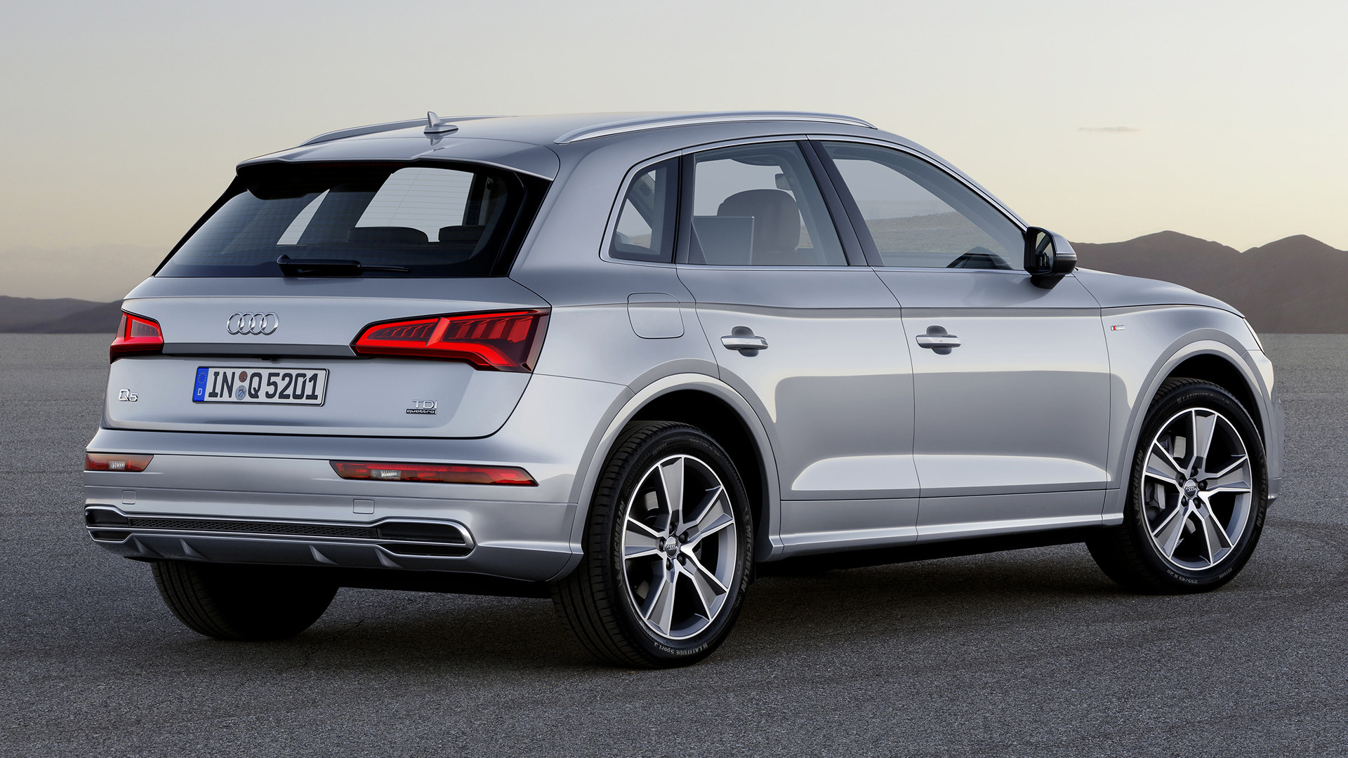 audi q5 s line 2017 wallpapers and hd images car pixel. Black Bedroom Furniture Sets. Home Design Ideas