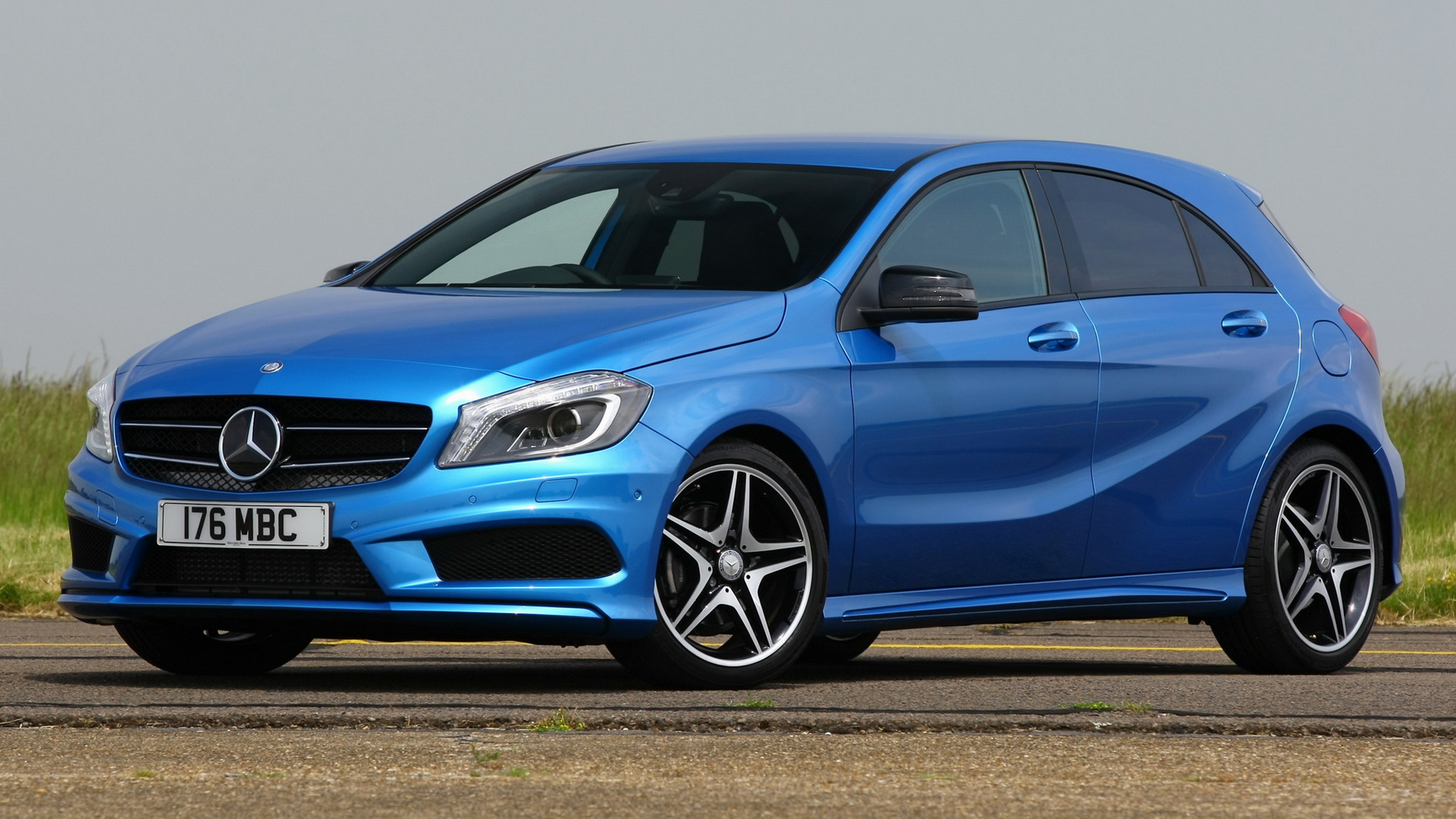 mercedes benz a class amg sport 2012 uk wallpapers and hd images car pixel. Black Bedroom Furniture Sets. Home Design Ideas