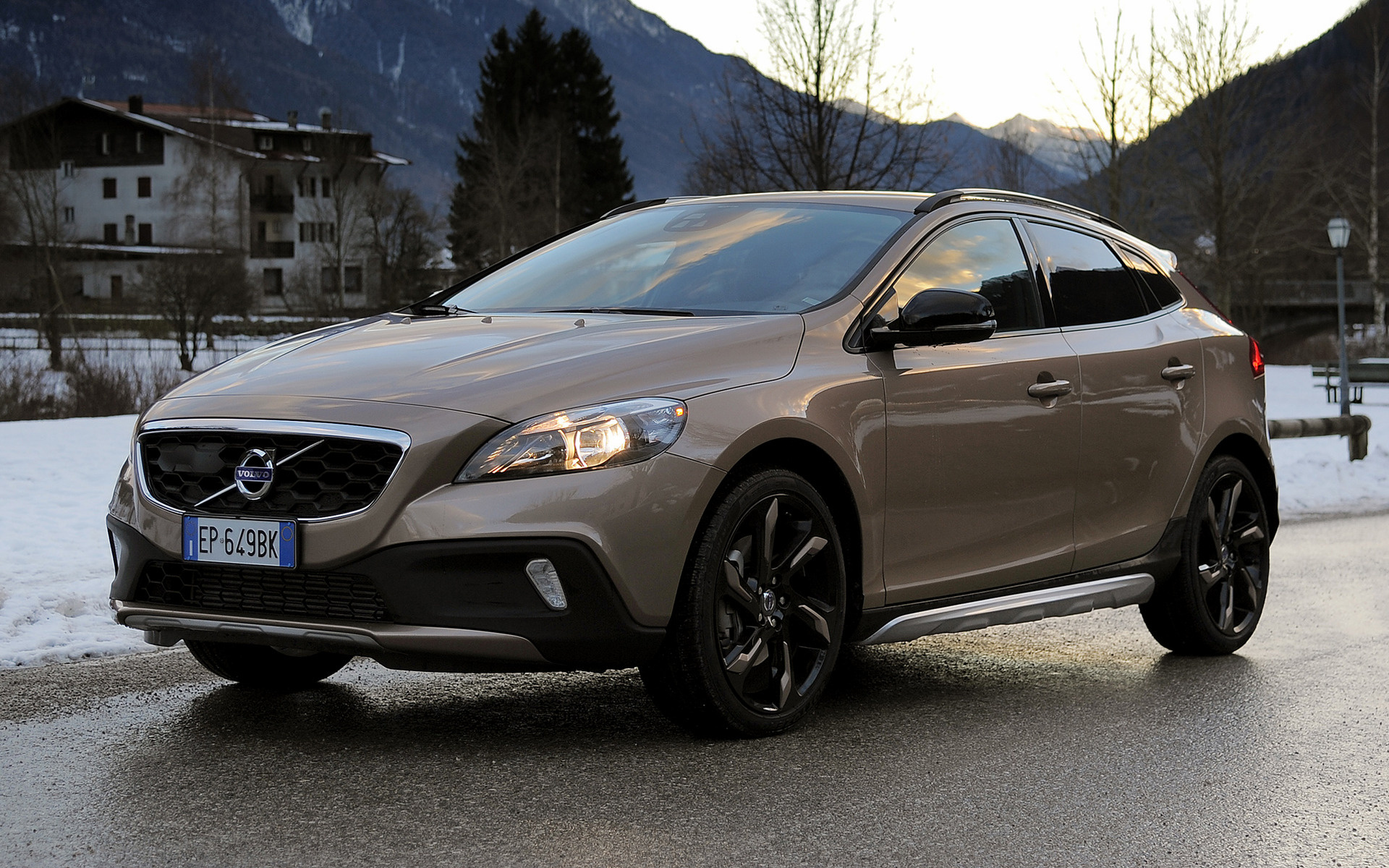 Volvo V40 Cross Country (2012) Wallpapers and HD Images - Car Pixel