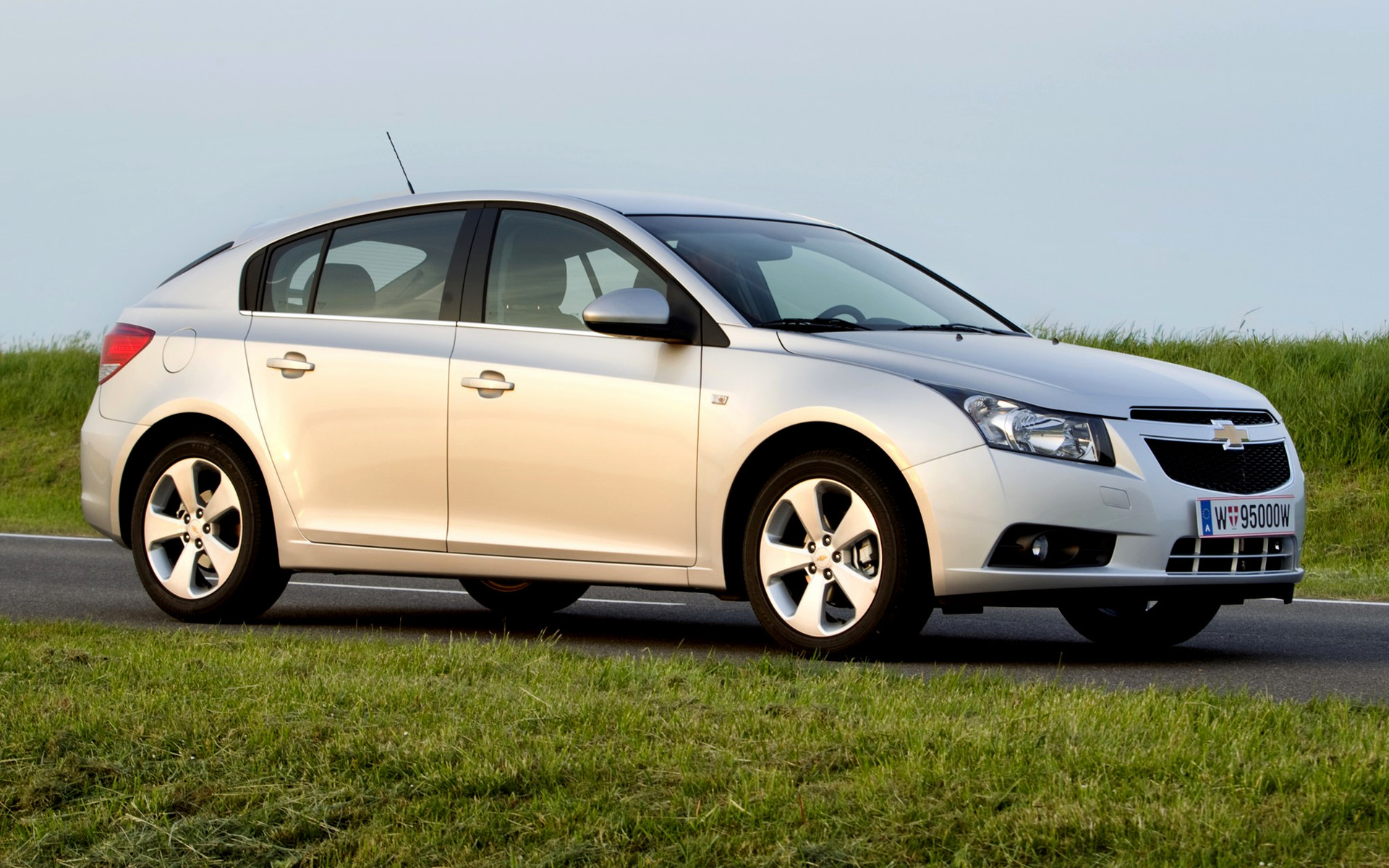 Chevrolet Cruze Hatchback (2011) Wallpapers And HD Images
