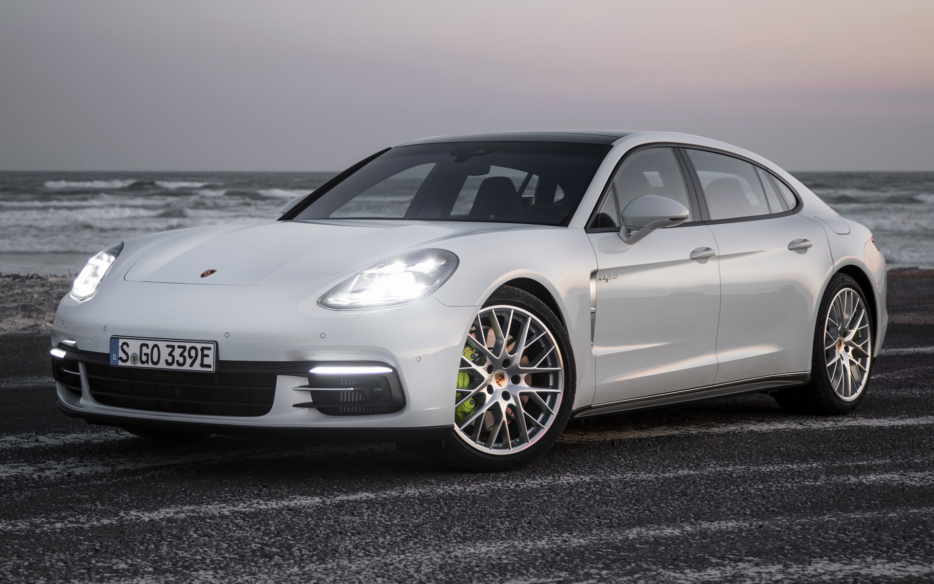 Porsche Panamera EHybrid Executive 2016 Wallpapers and HD