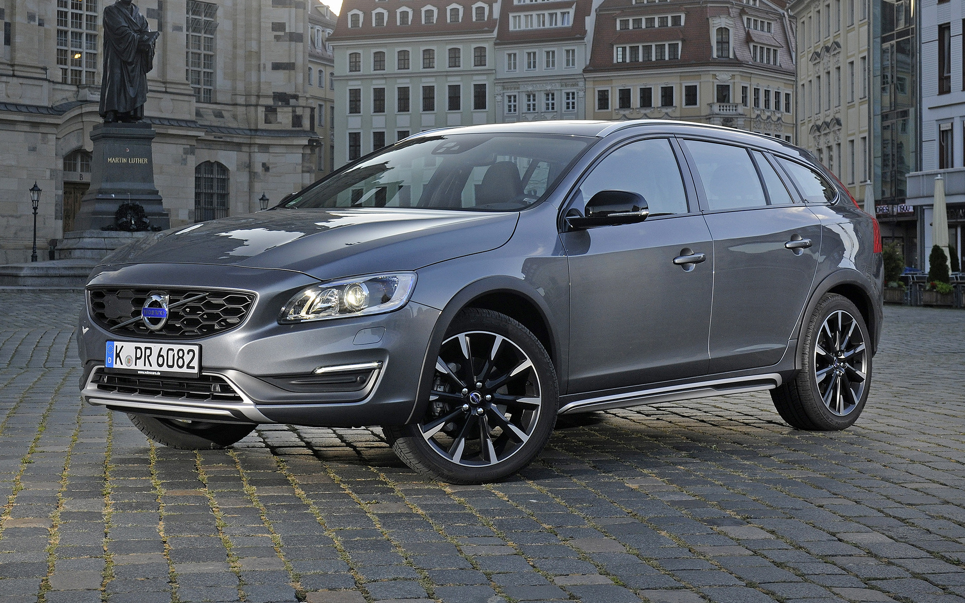 volvo v60 cross country 2015 wallpapers and hd images car pixel. Black Bedroom Furniture Sets. Home Design Ideas