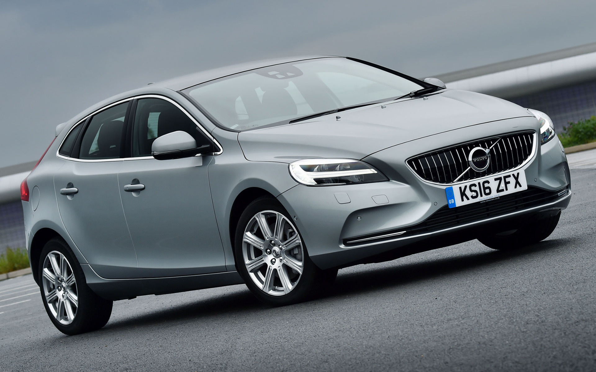 volvo v40 inscription 2016 uk wallpapers and hd images car pixel. Black Bedroom Furniture Sets. Home Design Ideas