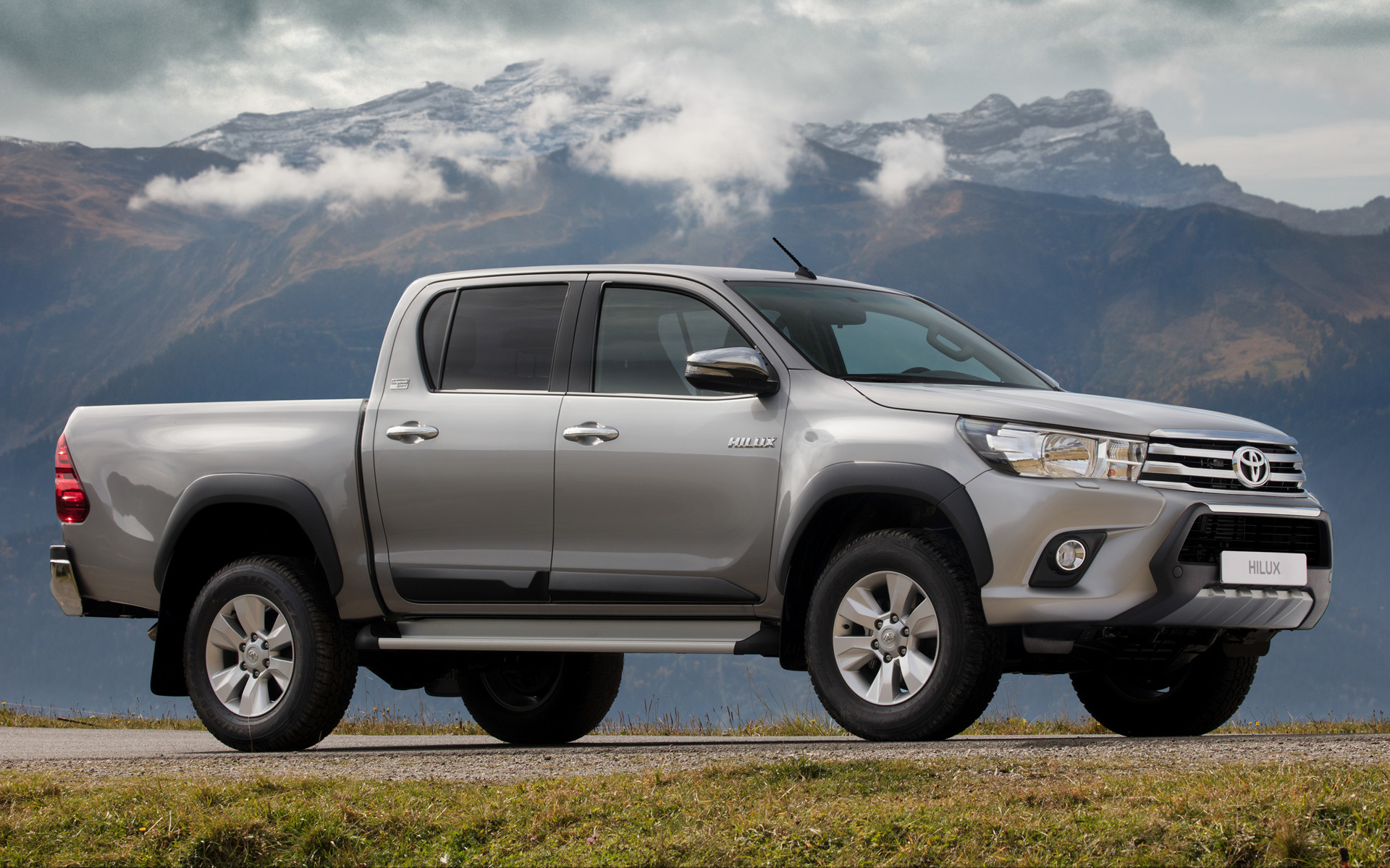 2018 Toyota Hilux Double Cab Legende Sport Wallpapers