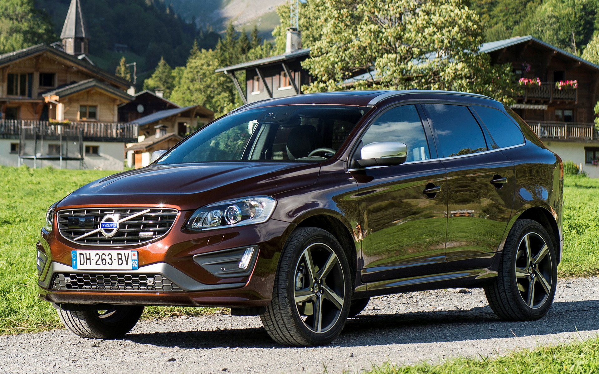 volvo xc60 r design 2013 wallpapers and hd images car. Black Bedroom Furniture Sets. Home Design Ideas