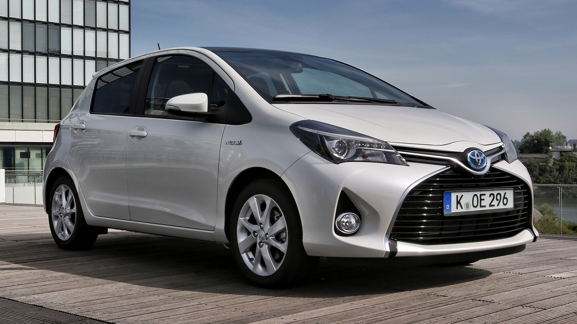 Toyota Yaris Hybrid 2014 Wallpapers And Hd Images Car Pixel
