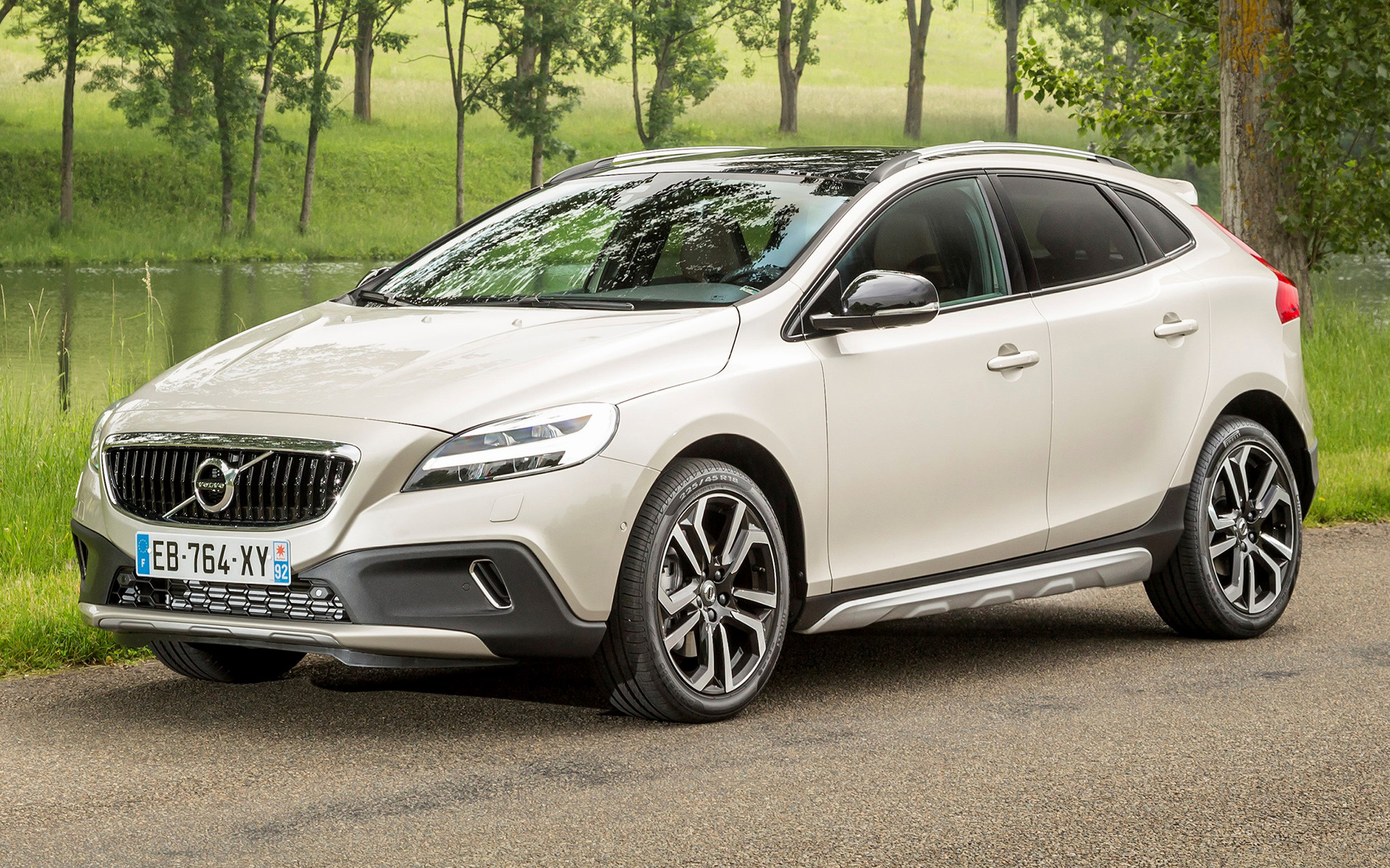 volvo v40 cross country 2016 wallpapers and hd images. Black Bedroom Furniture Sets. Home Design Ideas
