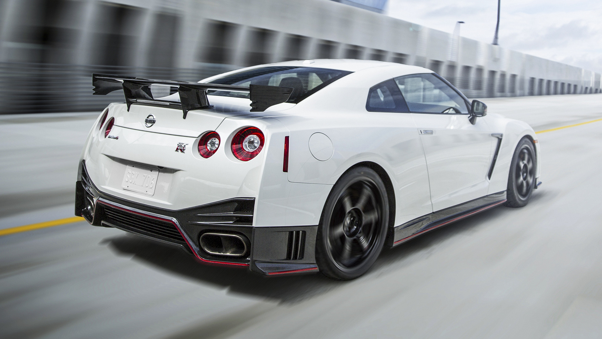 2017 Nissan Gt R Nismo Wallpapers Hd Images: Nissan GT-R Nismo (2015) US Wallpapers And HD Images