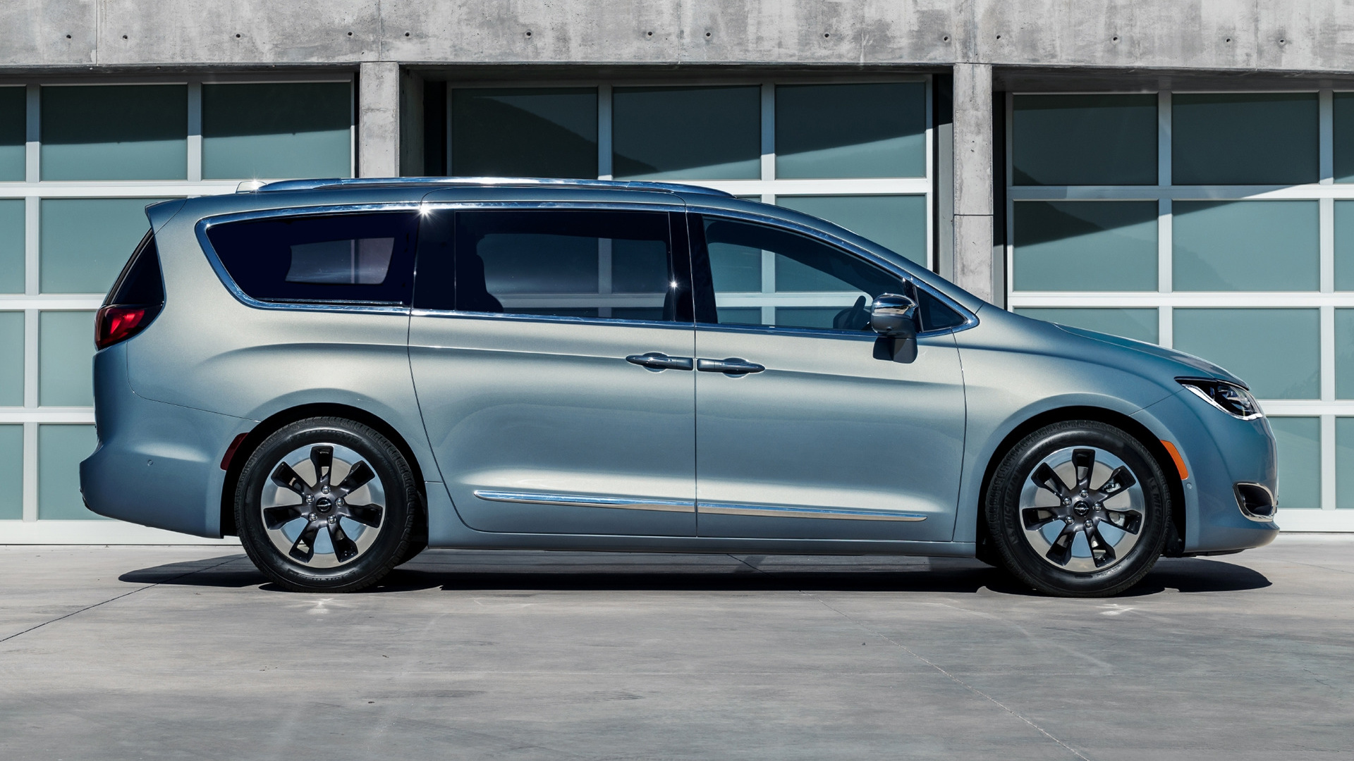 chrysler pacifica hybrid 2017 wallpapers and hd images car pixel. Black Bedroom Furniture Sets. Home Design Ideas