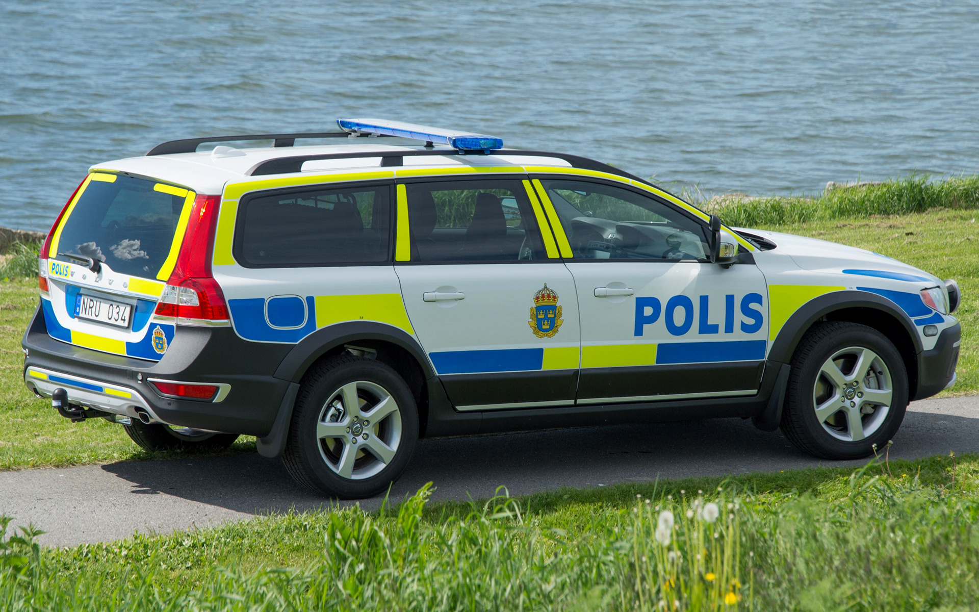 Volvo Xc70 Polis 2013 Wallpapers And Hd Images Car Pixel