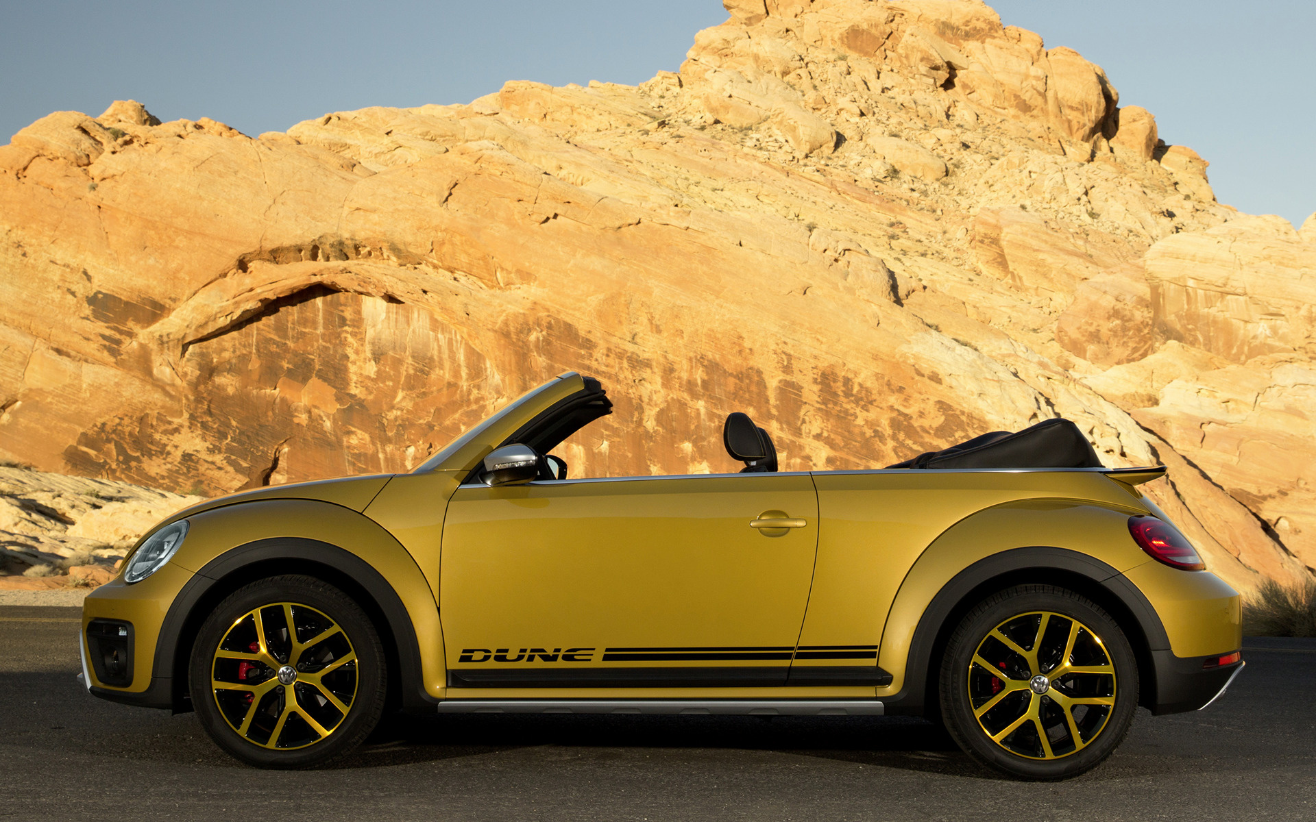 Volkswagen Beetle Dune Convertible (2016) US Wallpapers and HD Images - Car Pixel
