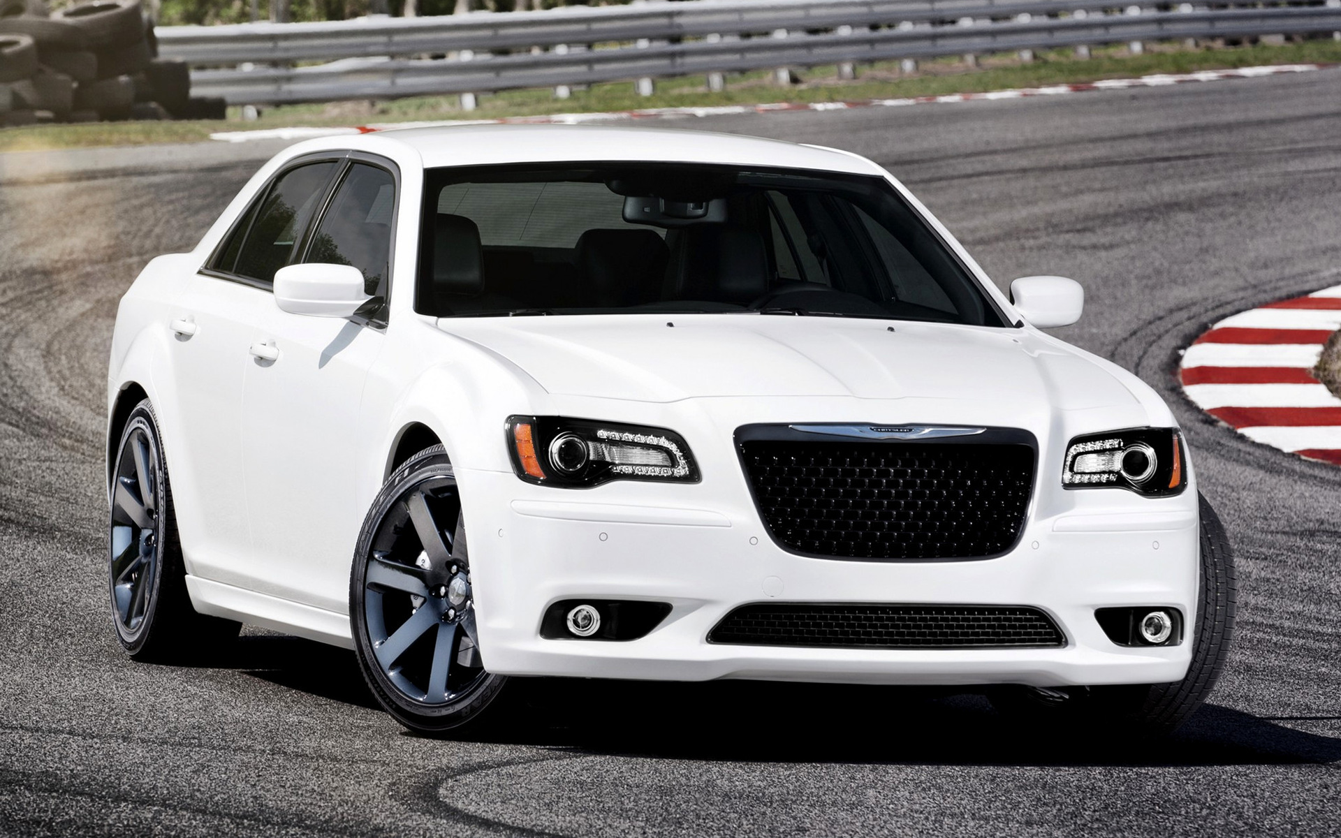 Nissan Luxury Car >> 2011 Chrysler 300 SRT8 - Wallpapers and HD Images | Car Pixel