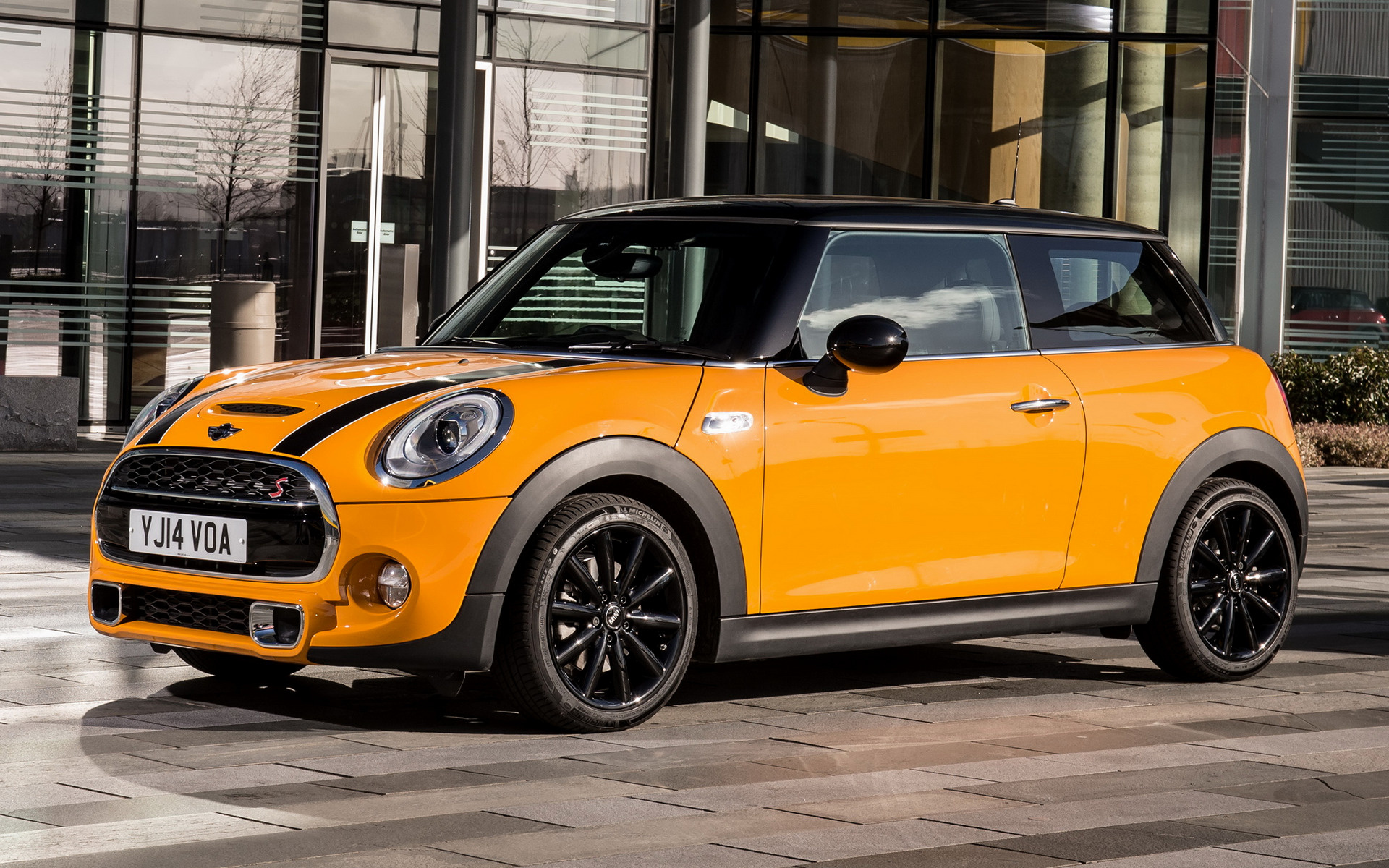 mini cooper s 3 door 2014 uk wallpapers and hd images car pixel. Black Bedroom Furniture Sets. Home Design Ideas