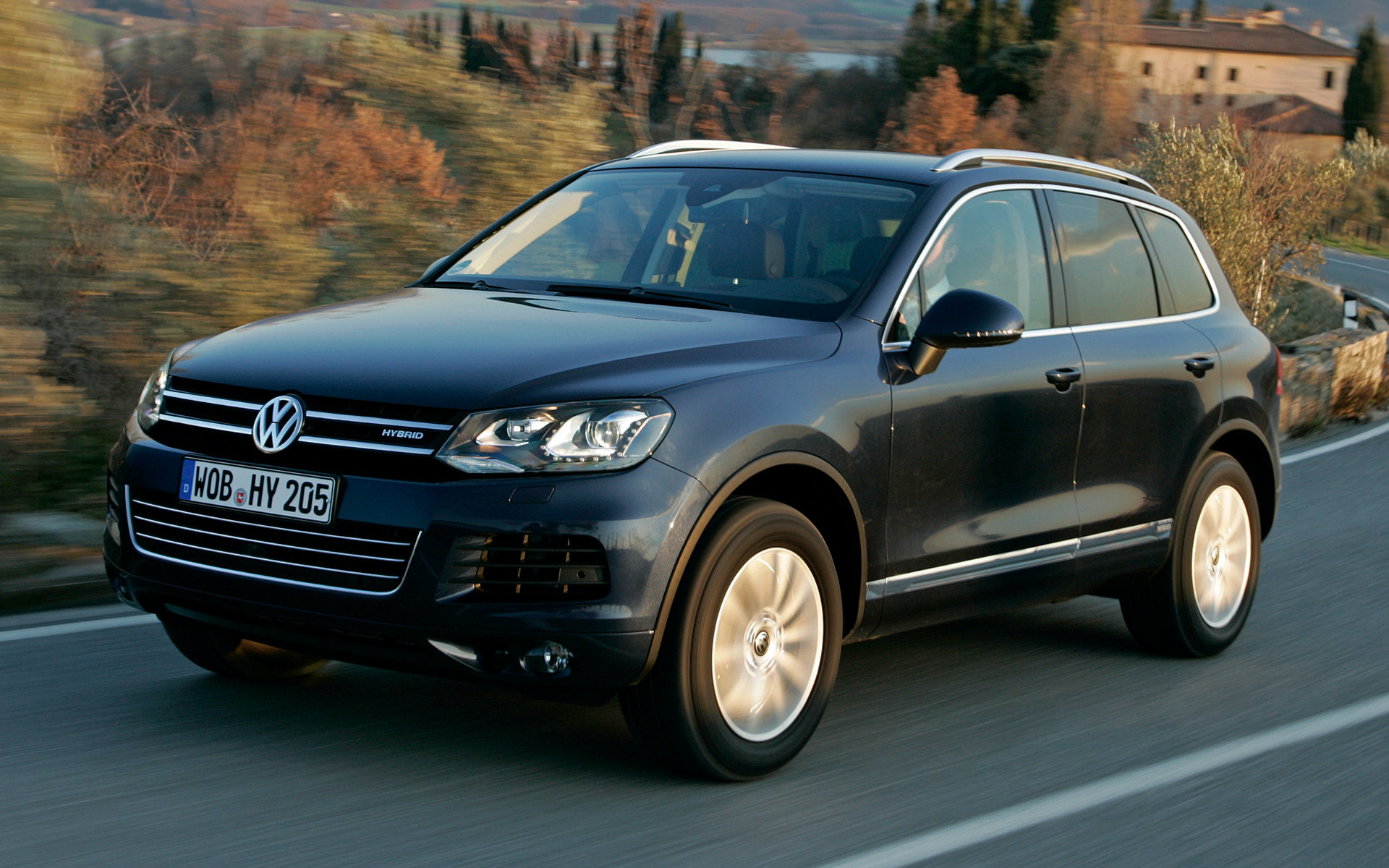 2010 volkswagen touareg hybrid wallpapers and hd images. Black Bedroom Furniture Sets. Home Design Ideas