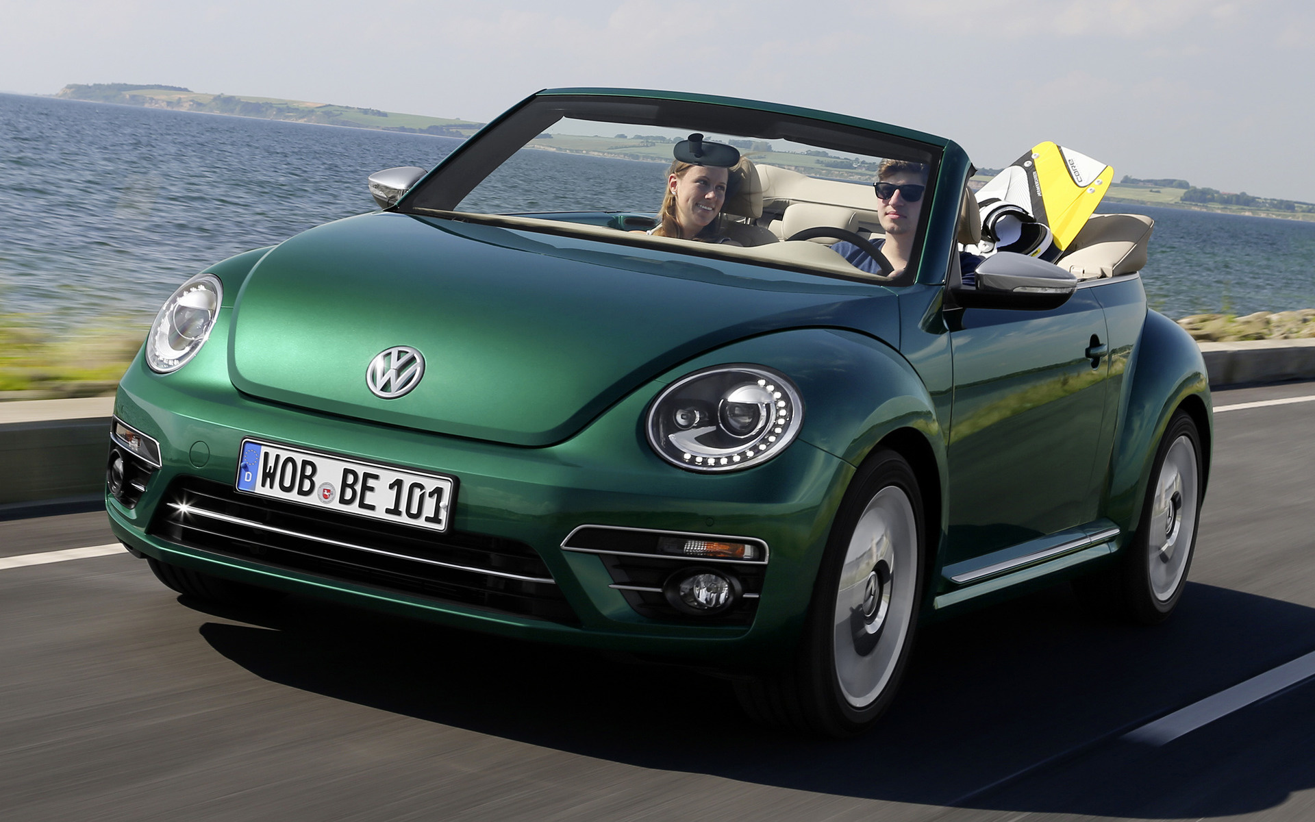volkswagen beetle cabriolet 2016 wallpapers and hd. Black Bedroom Furniture Sets. Home Design Ideas