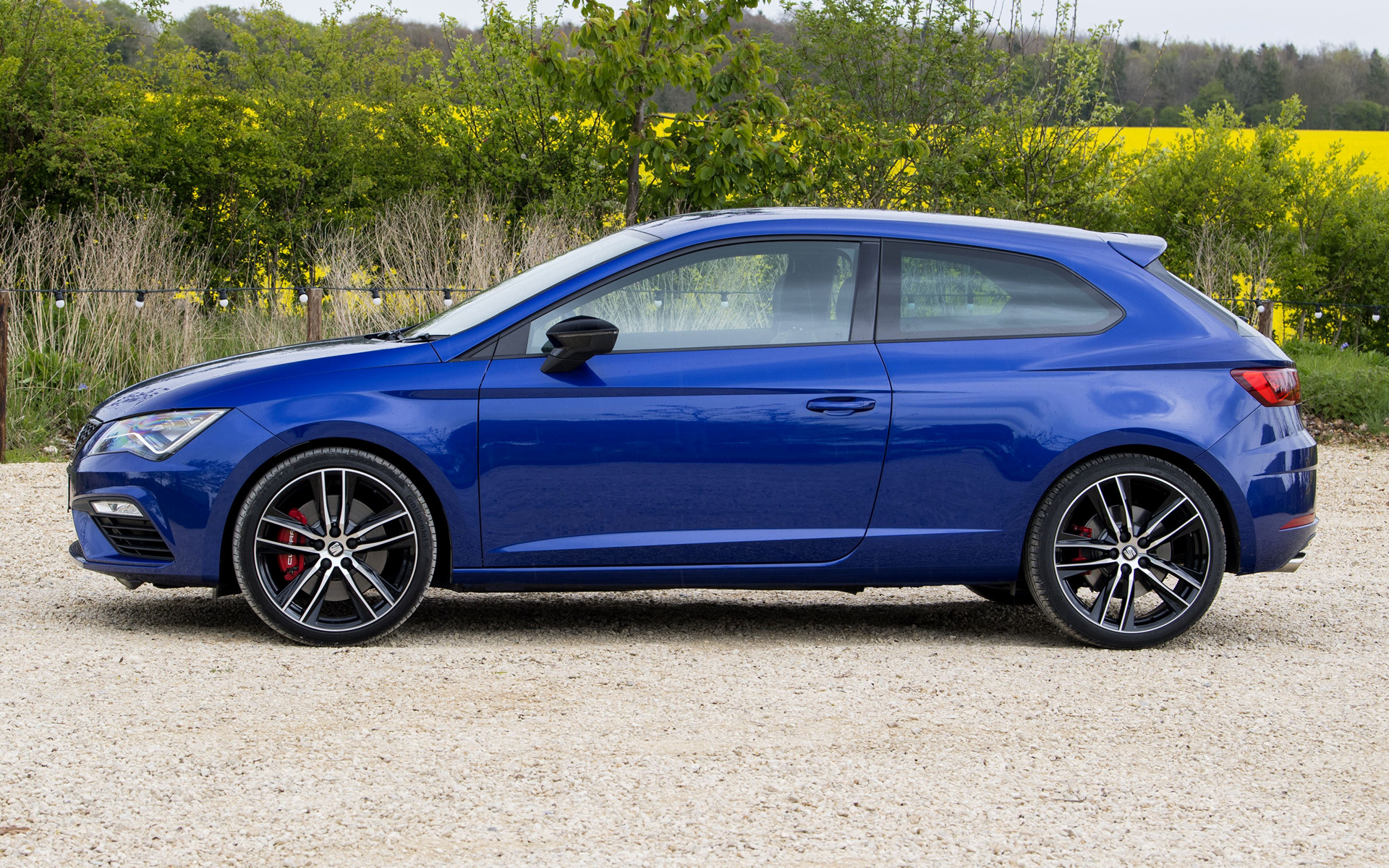 seat leon sc cupra 300 2017 uk wallpapers and hd images car pixel. Black Bedroom Furniture Sets. Home Design Ideas