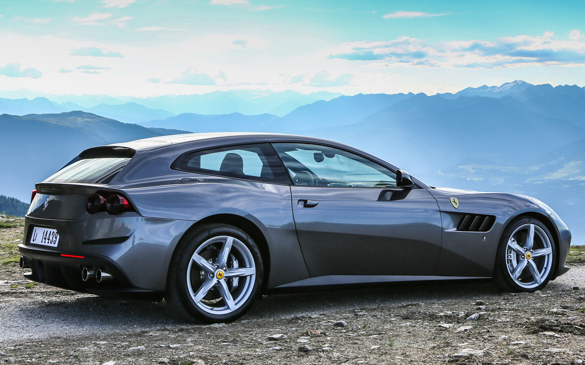 2016 Ferrari GTC4Lusso - Wallpapers And HD Images