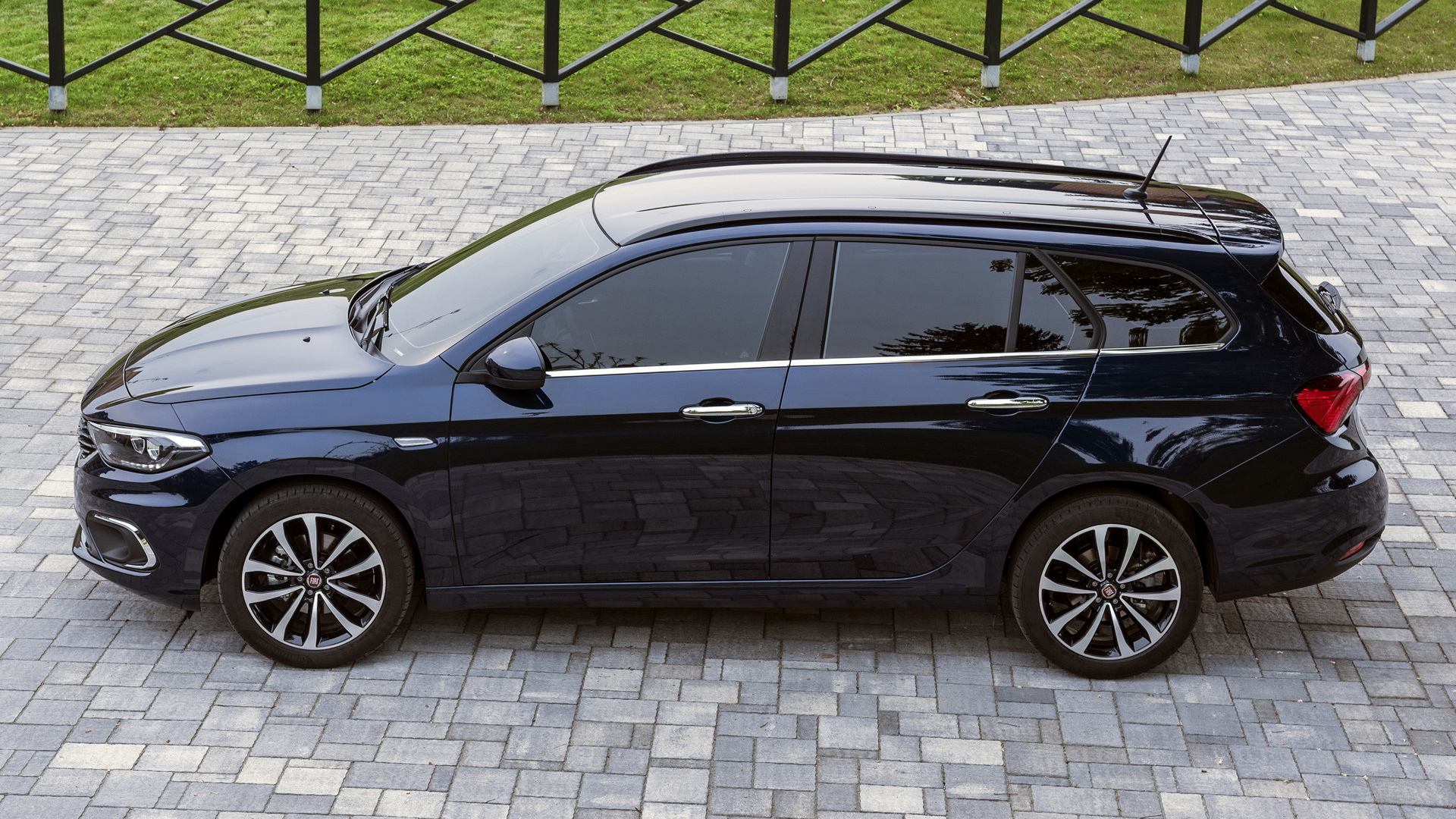 fiat tipo station wagon 2016 wallpapers and hd images car pixel. Black Bedroom Furniture Sets. Home Design Ideas