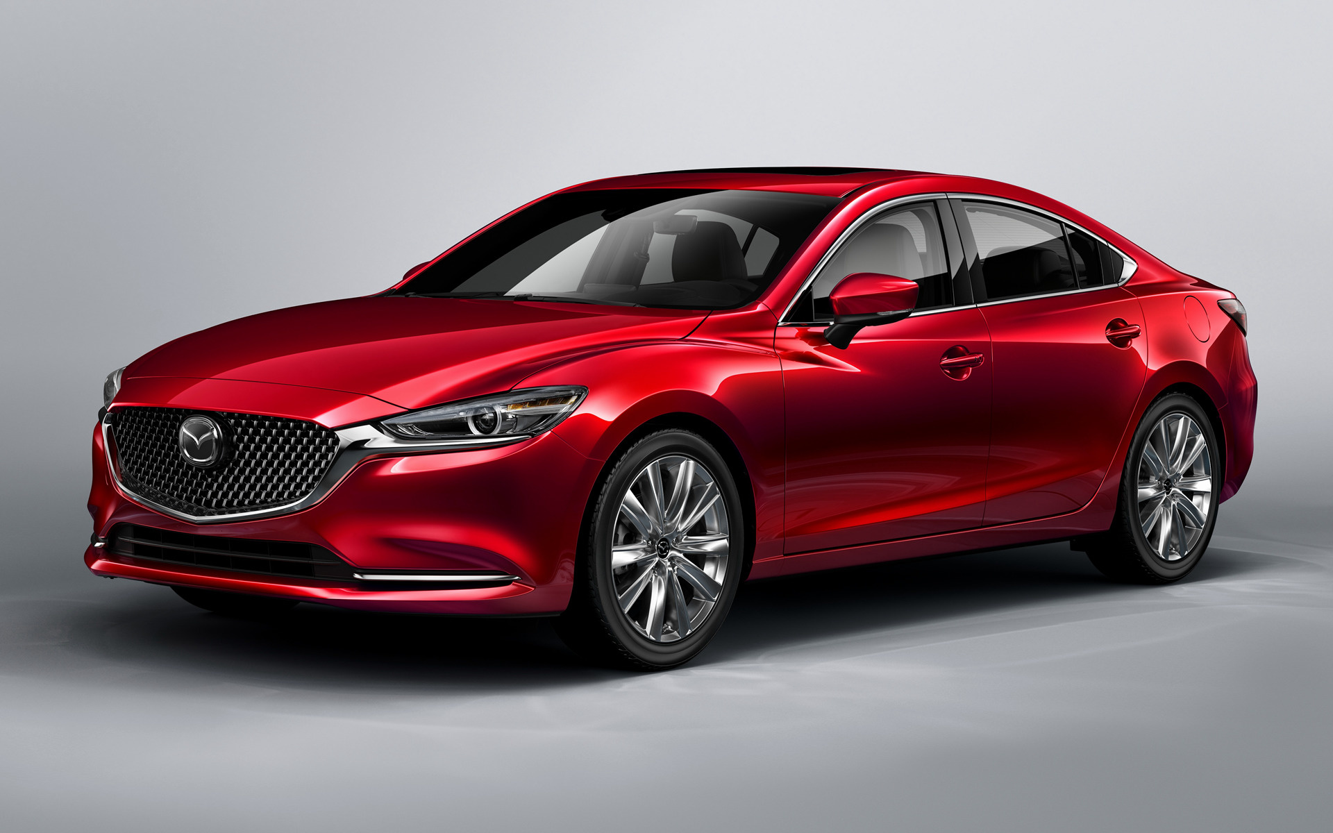 Mazda 6 2018 приблизилась к премиальным автомобилям