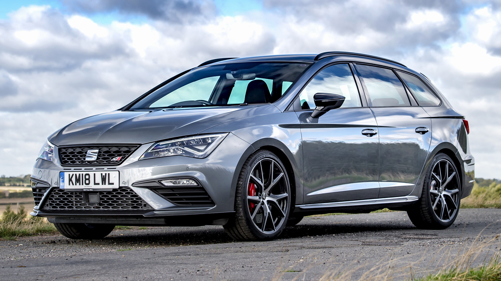 2018 seat leon st cupra 300 carbon edition uk wallpapers and hd images car pixel. Black Bedroom Furniture Sets. Home Design Ideas