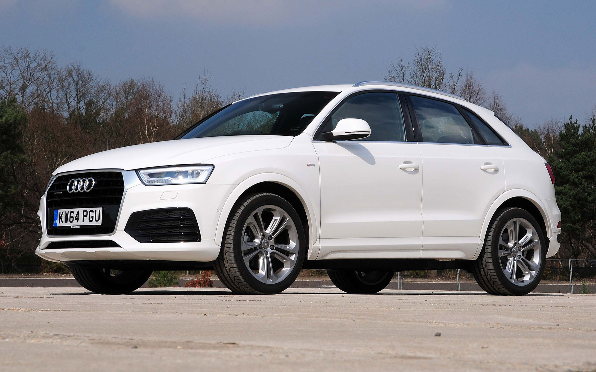 audi q3 s line 2015 uk wallpapers and hd images car pixel. Black Bedroom Furniture Sets. Home Design Ideas