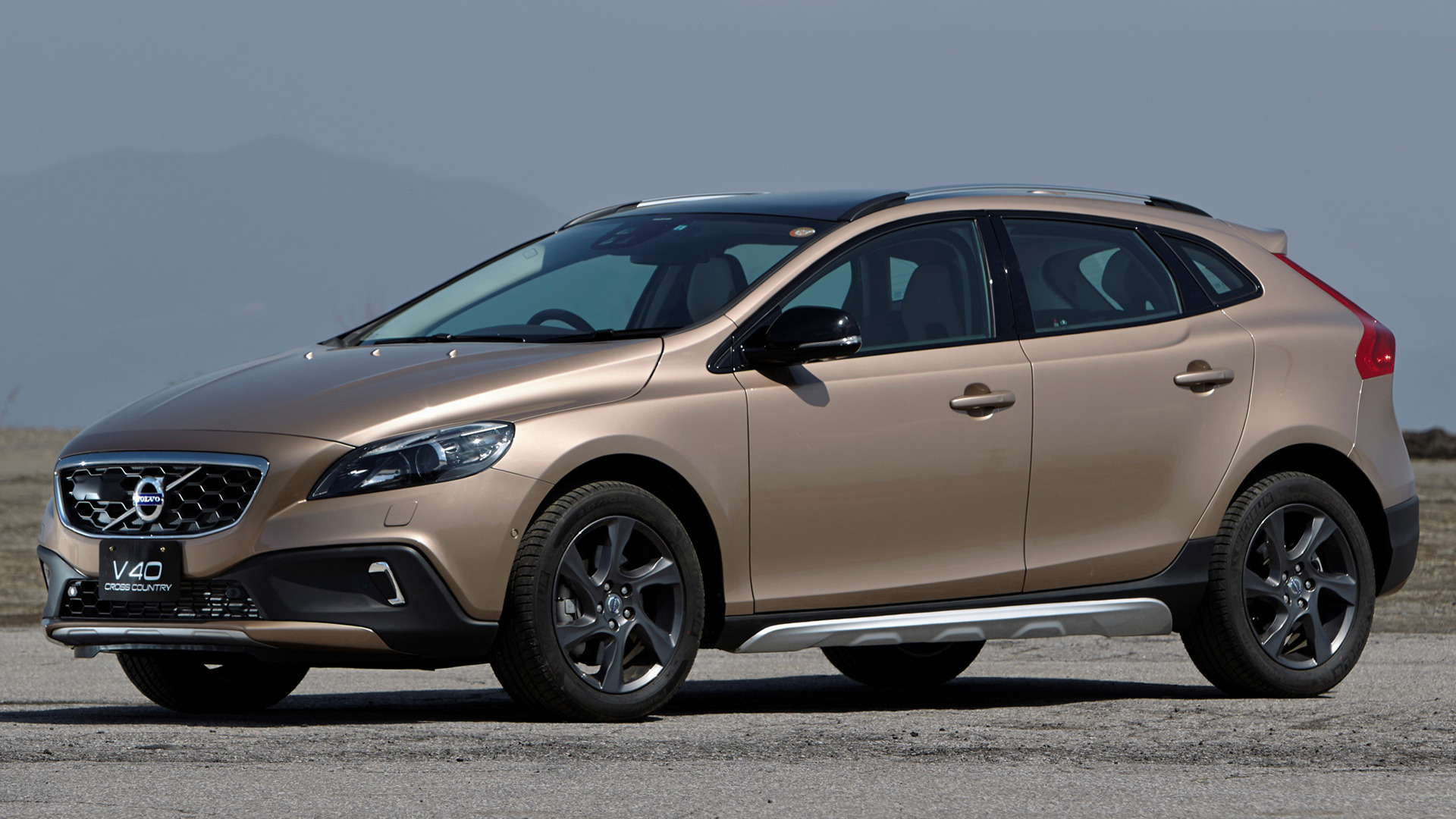 volvo v40 cross country 2013 jp wallpapers and hd images. Black Bedroom Furniture Sets. Home Design Ideas