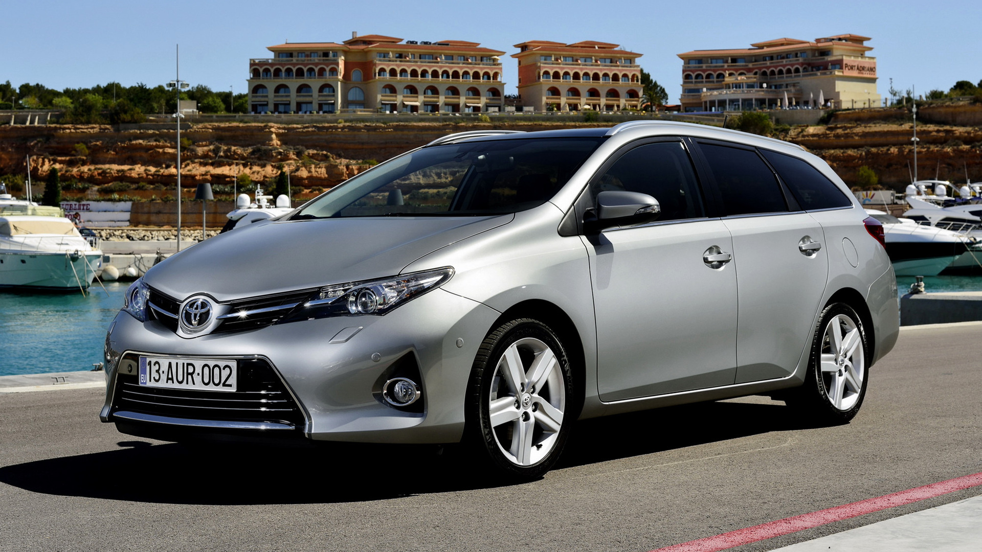 toyota auris touring sports 2013 wallpapers and hd images car pixel. Black Bedroom Furniture Sets. Home Design Ideas