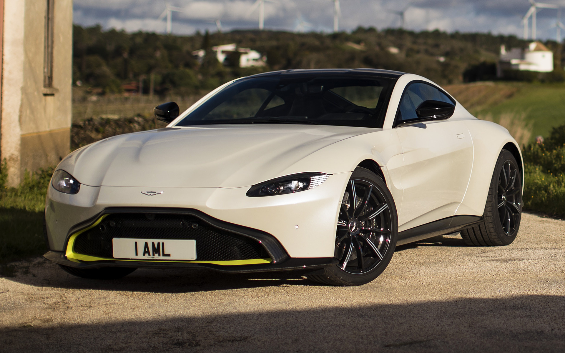 Aston Martin Vantage Wallpapers And HD Images Car Pixel - Aston martin vantage 2018