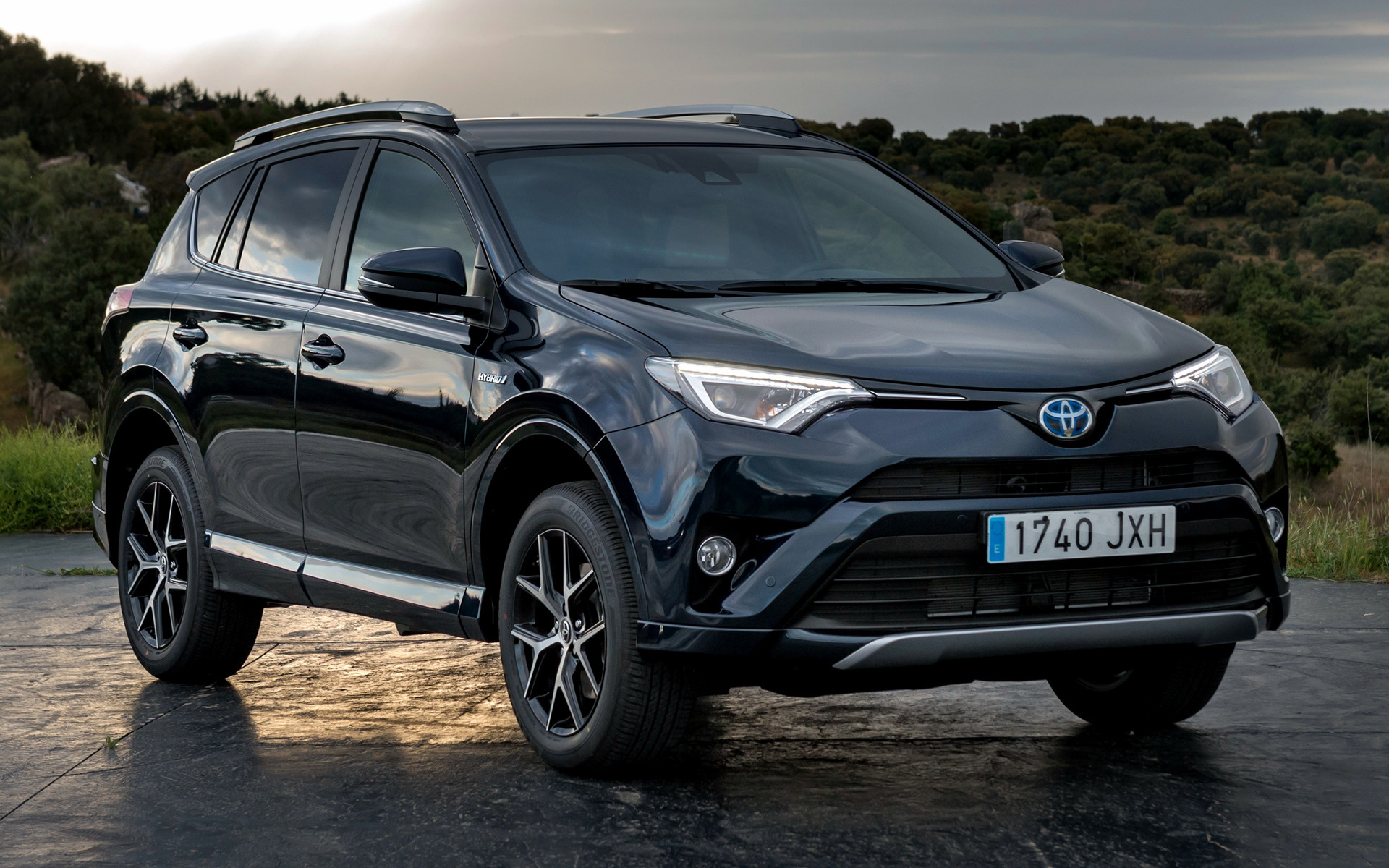 2017 Toyota Rav4 Hybrid Feel Wallpapers And Hd Images
